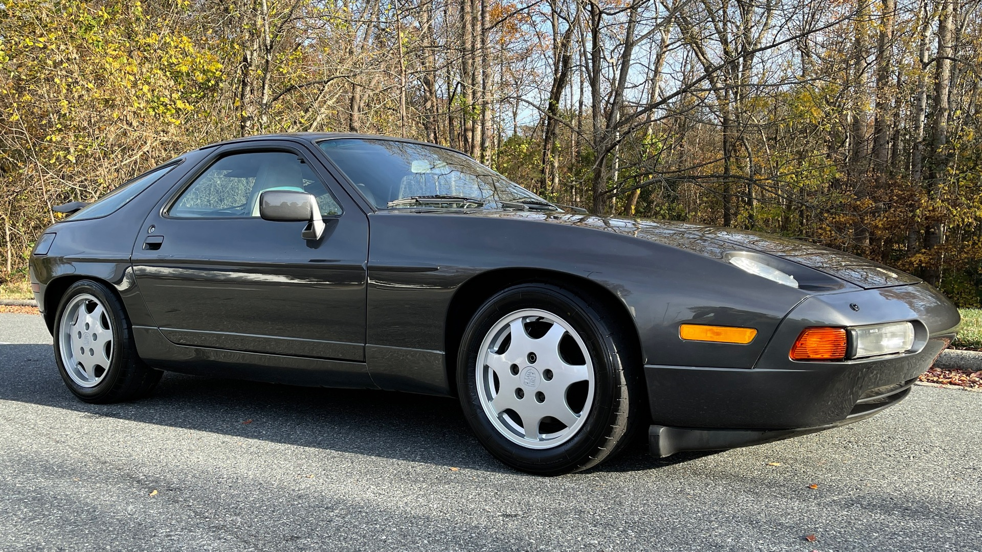 Used 1990 Porsche 928 GT COUPE / 5.0L V8 / 5-SPD MANUAL / LOW MILES for sale $43,999 at Formula Imports in Charlotte NC 28227 5