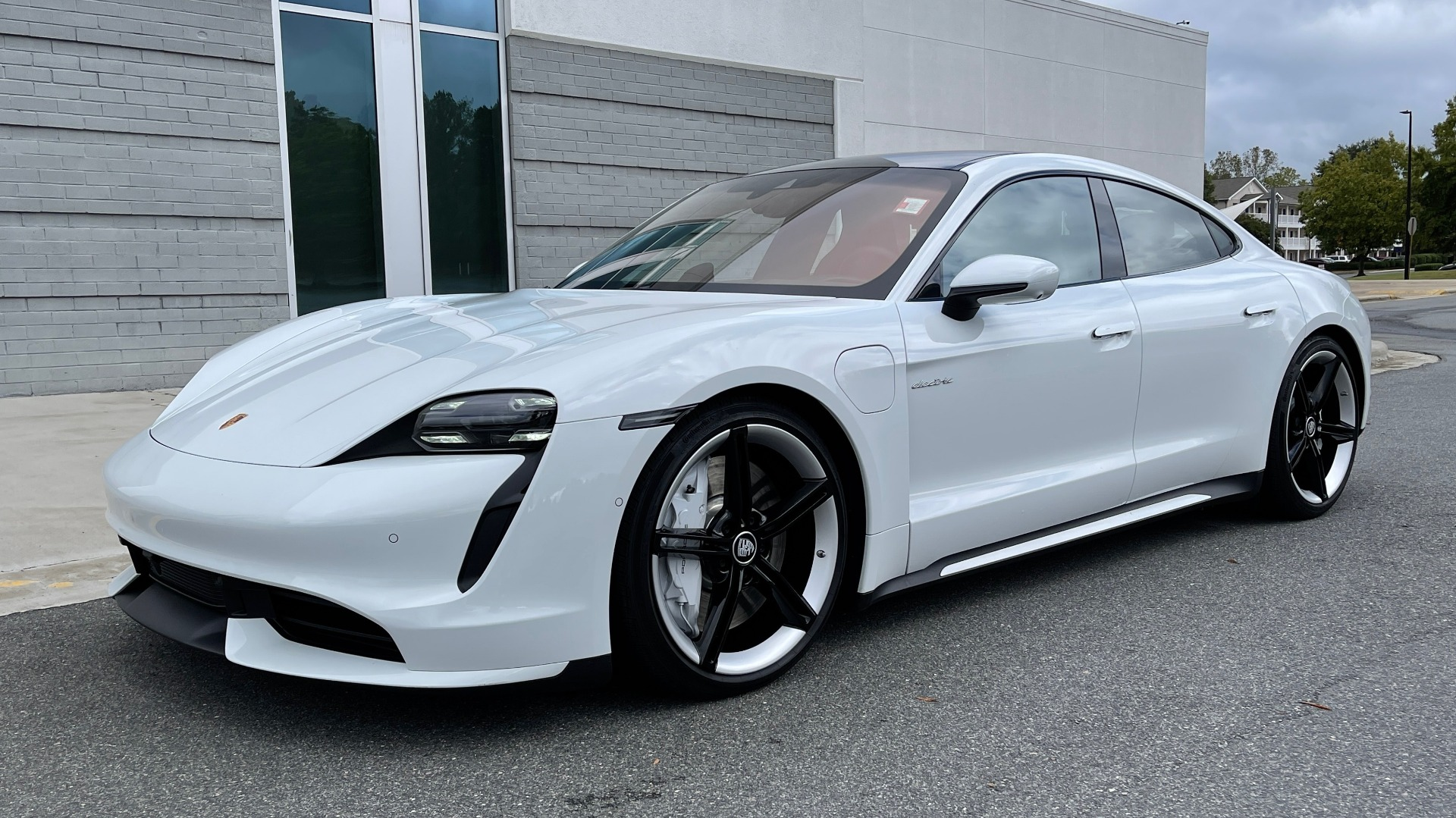 Used 2020 Porsche TAYCAN TURBO SEDAN / AWD / NAV / BOSE / PANO-ROOF / LCA / SURROUND VIEW for sale $162,995 at Formula Imports in Charlotte NC 28227 2