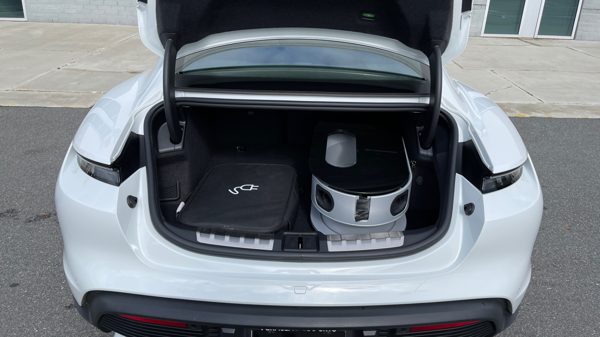 Used 2020 Porsche TAYCAN TURBO SEDAN / AWD / NAV / BOSE / PANO-ROOF / LCA / SURROUND VIEW for sale $162,995 at Formula Imports in Charlotte NC 28227 20