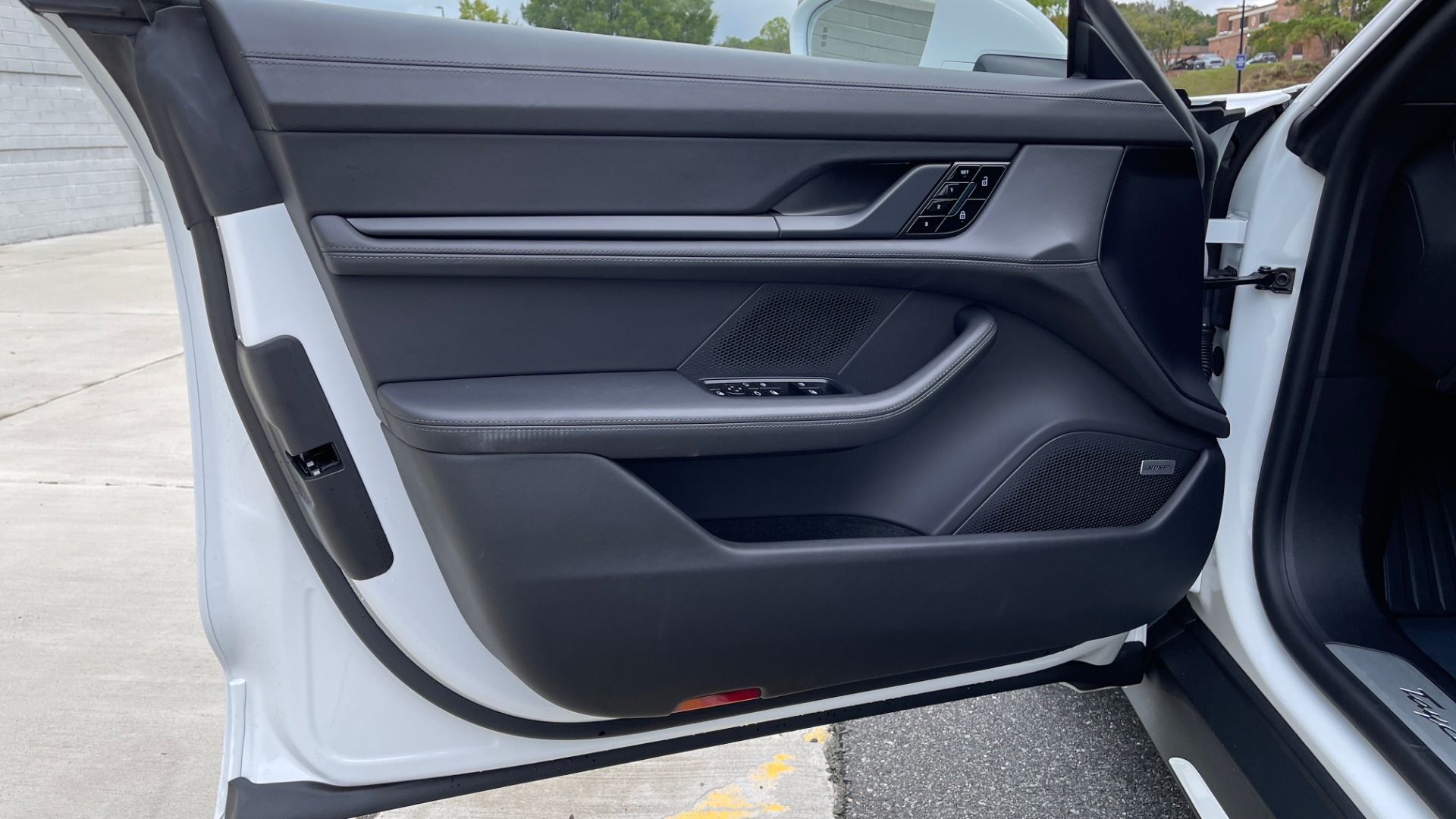Used 2020 Porsche TAYCAN TURBO SEDAN / AWD / NAV / BOSE / PANO-ROOF / LCA / SURROUND VIEW for sale $162,995 at Formula Imports in Charlotte NC 28227 32