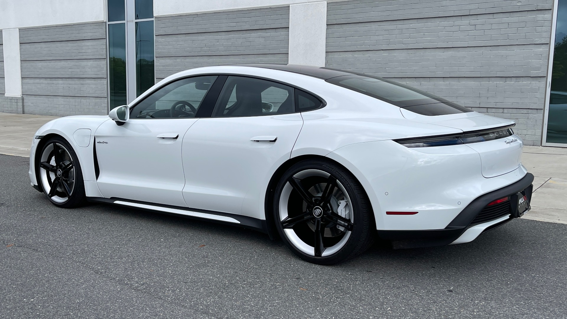 Used 2020 Porsche TAYCAN TURBO SEDAN / AWD / NAV / BOSE / PANO-ROOF / LCA / SURROUND VIEW for sale $162,995 at Formula Imports in Charlotte NC 28227 4