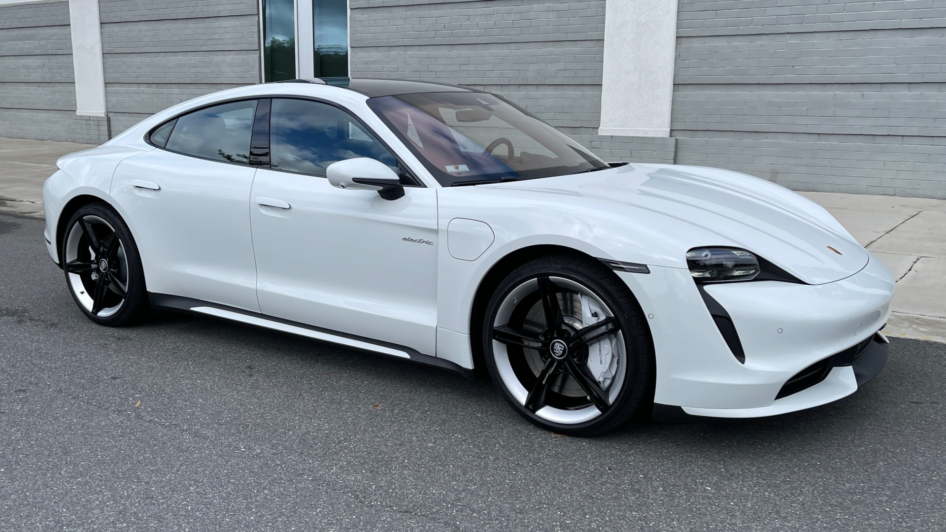 Used 2020 Porsche TAYCAN TURBO SEDAN / AWD / NAV / BOSE / PANO-ROOF / LCA / SURROUND VIEW for sale $162,995 at Formula Imports in Charlotte NC 28227 5