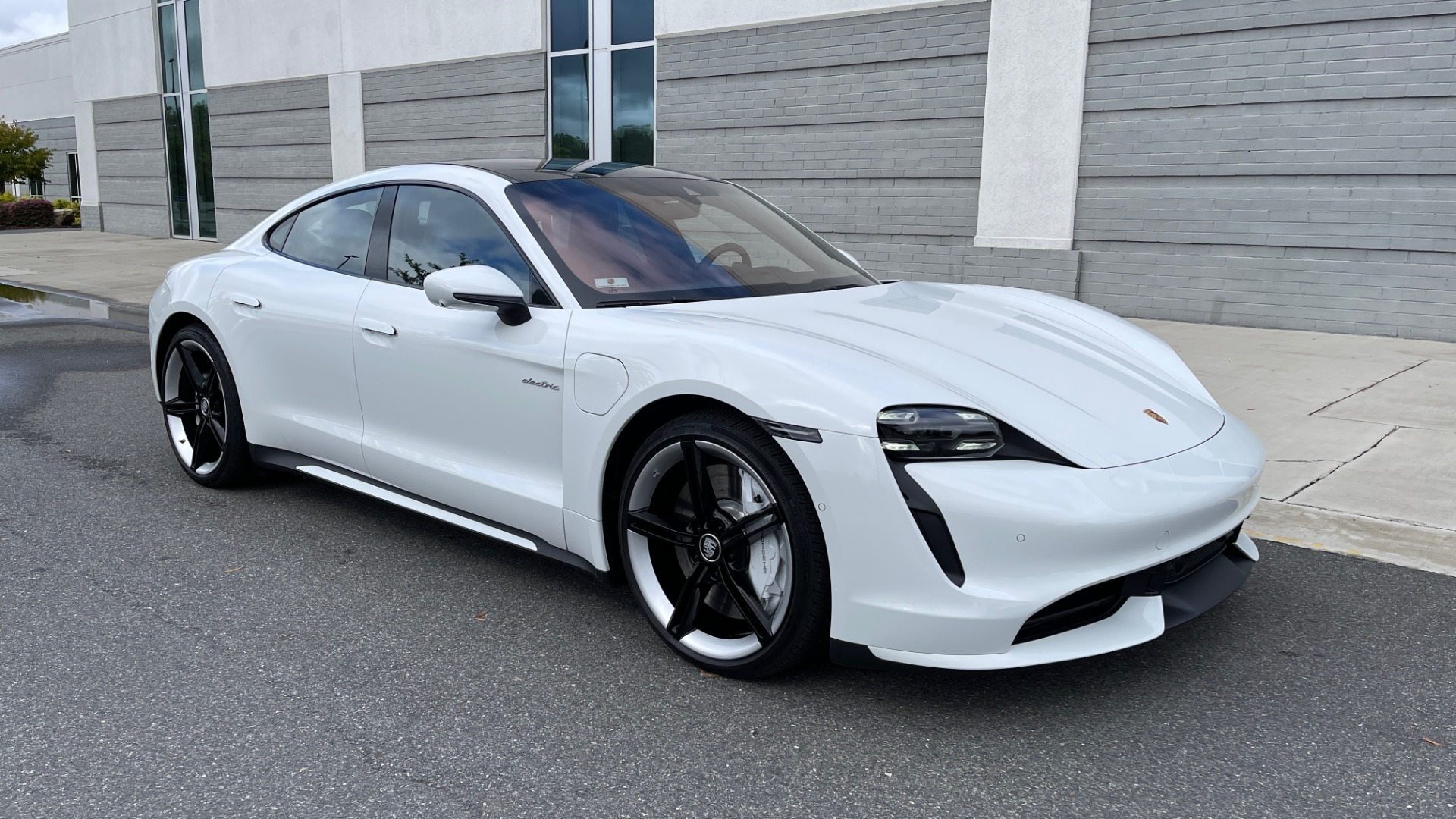 Used 2020 Porsche TAYCAN TURBO SEDAN / AWD / NAV / BOSE / PANO-ROOF / LCA / SURROUND VIEW for sale $162,995 at Formula Imports in Charlotte NC 28227 7