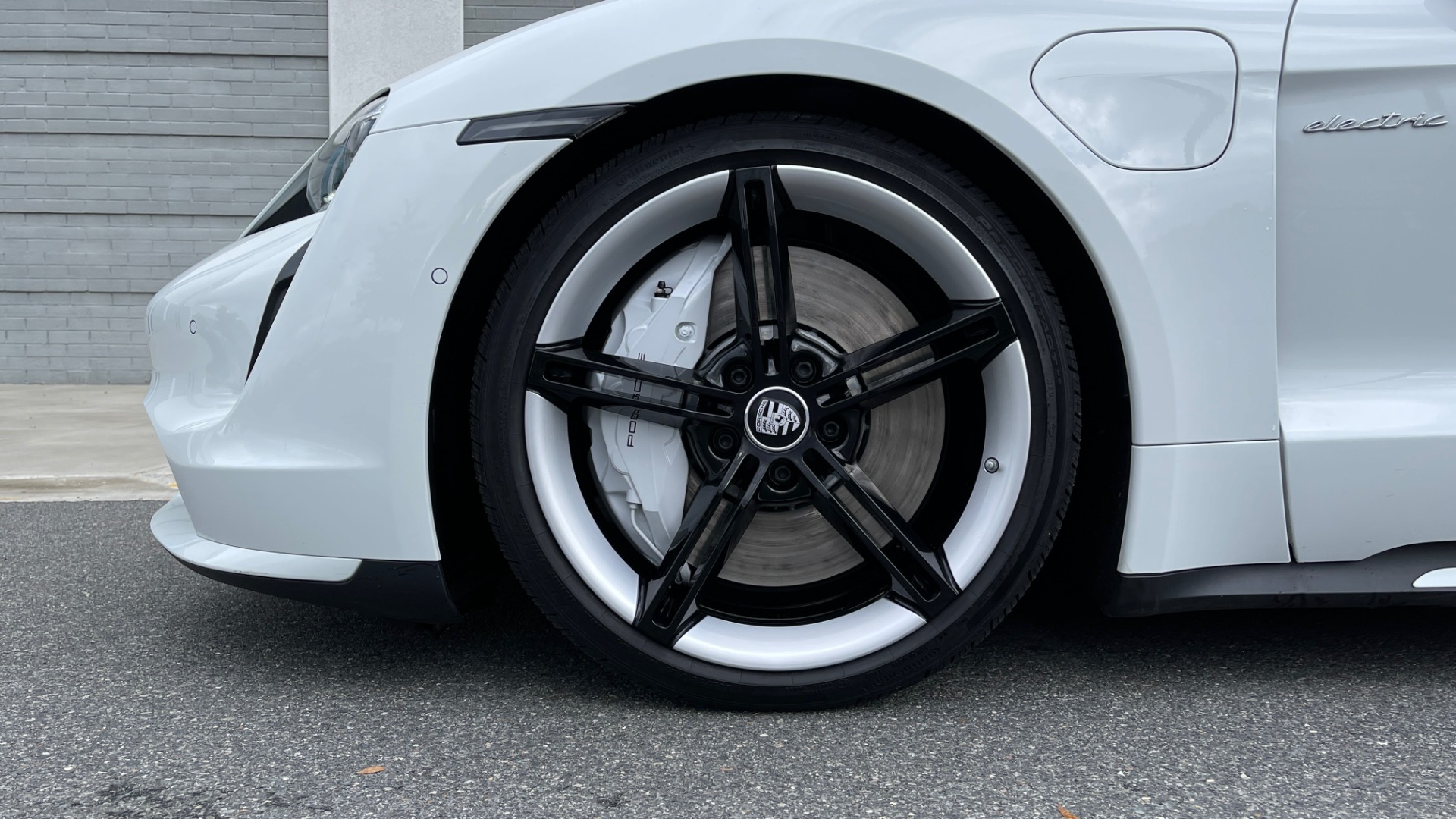 Used 2020 Porsche TAYCAN TURBO SEDAN / AWD / NAV / BOSE / PANO-ROOF / LCA / SURROUND VIEW for sale $162,995 at Formula Imports in Charlotte NC 28227 72