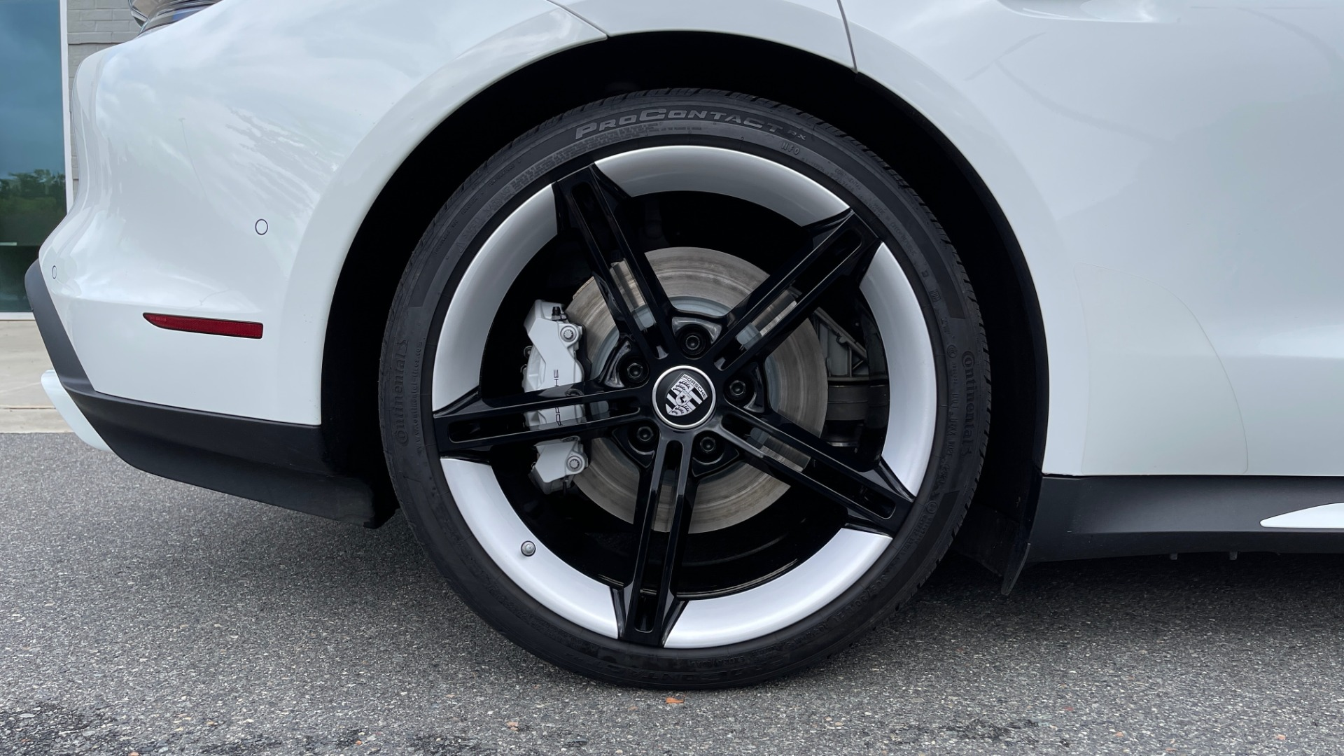 Used 2020 Porsche TAYCAN TURBO SEDAN / AWD / NAV / BOSE / PANO-ROOF / LCA / SURROUND VIEW for sale $162,995 at Formula Imports in Charlotte NC 28227 74