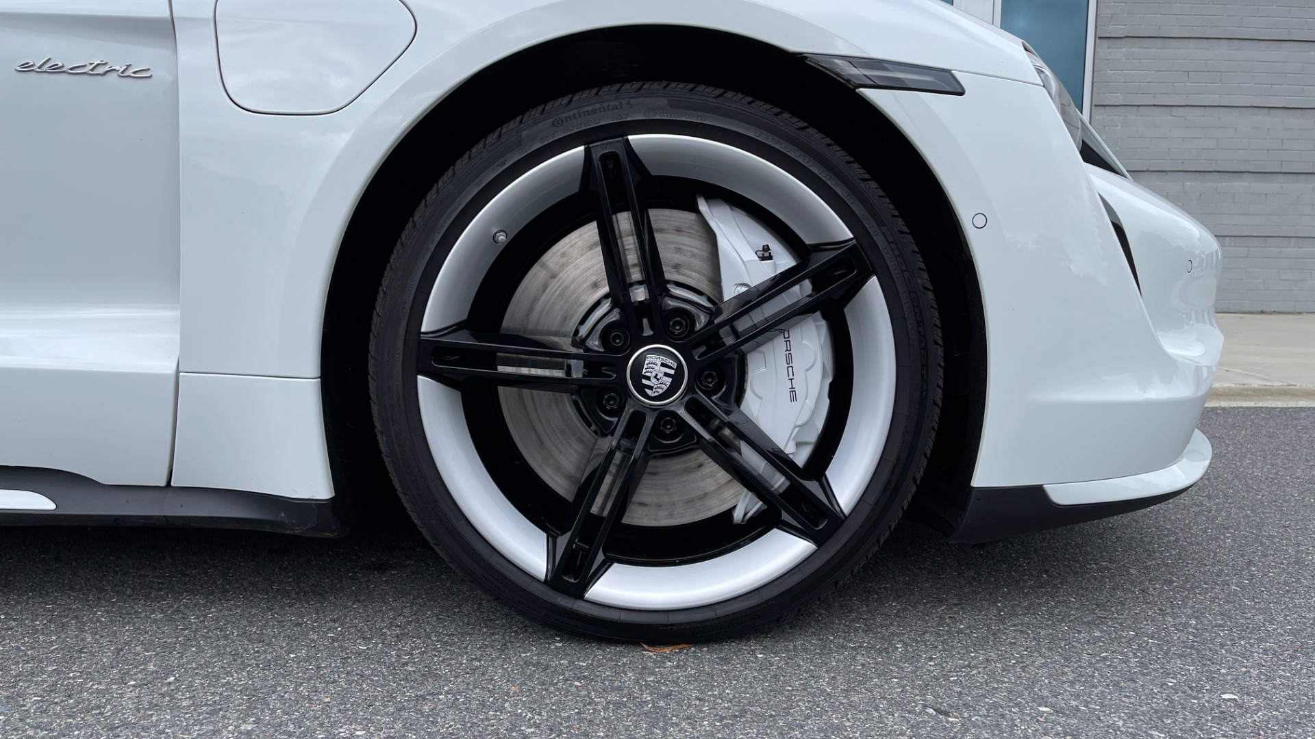 Used 2020 Porsche TAYCAN TURBO SEDAN / AWD / NAV / BOSE / PANO-ROOF / LCA / SURROUND VIEW for sale $162,995 at Formula Imports in Charlotte NC 28227 75
