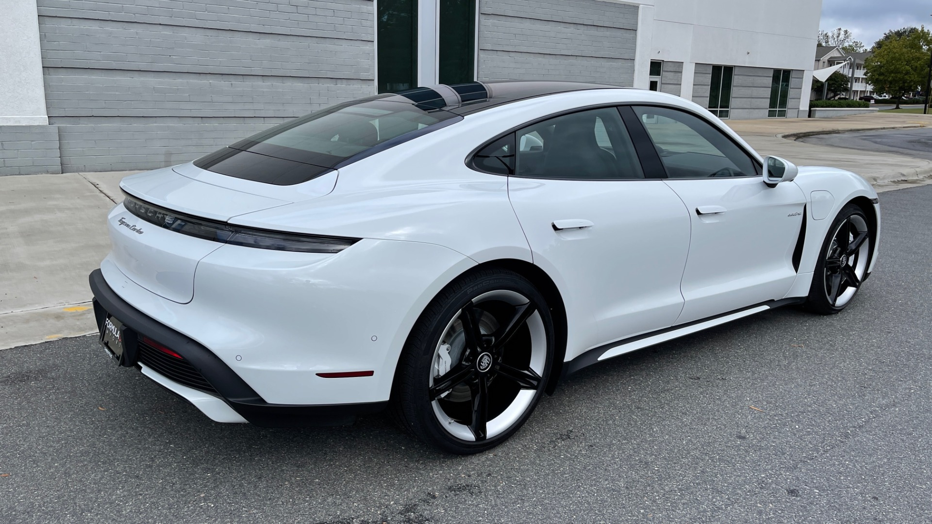 Used 2020 Porsche TAYCAN TURBO SEDAN / AWD / NAV / BOSE / PANO-ROOF / LCA / SURROUND VIEW for sale $162,995 at Formula Imports in Charlotte NC 28227 8