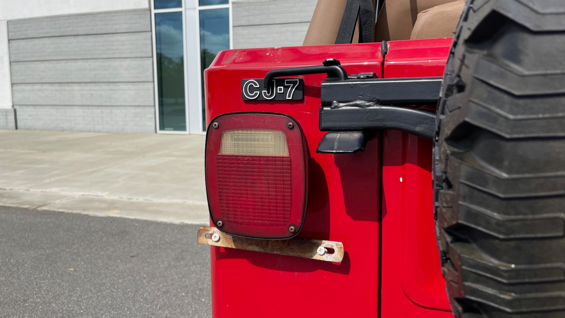 Used 1986 Jeep CJ-7 SOFT-TOP / 4X4 / 4.2L I6 / 5-SPEED MANUAL / HERTZ SPEAKERS / BFG TIRES for sale $20,999 at Formula Imports in Charlotte NC 28227 32