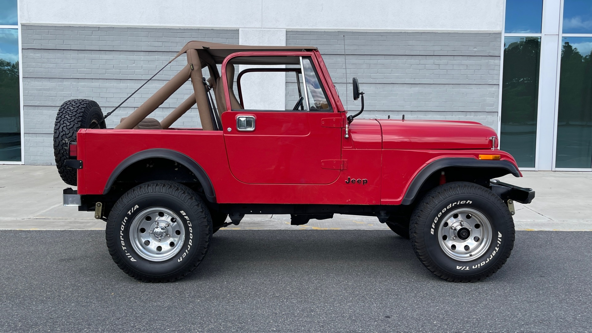 Used 1986 Jeep CJ-7 SOFT-TOP / 4X4 / 4.2L I6 / 5-SPEED MANUAL / HERTZ SPEAKERS / BFG TIRES for sale $20,999 at Formula Imports in Charlotte NC 28227 49