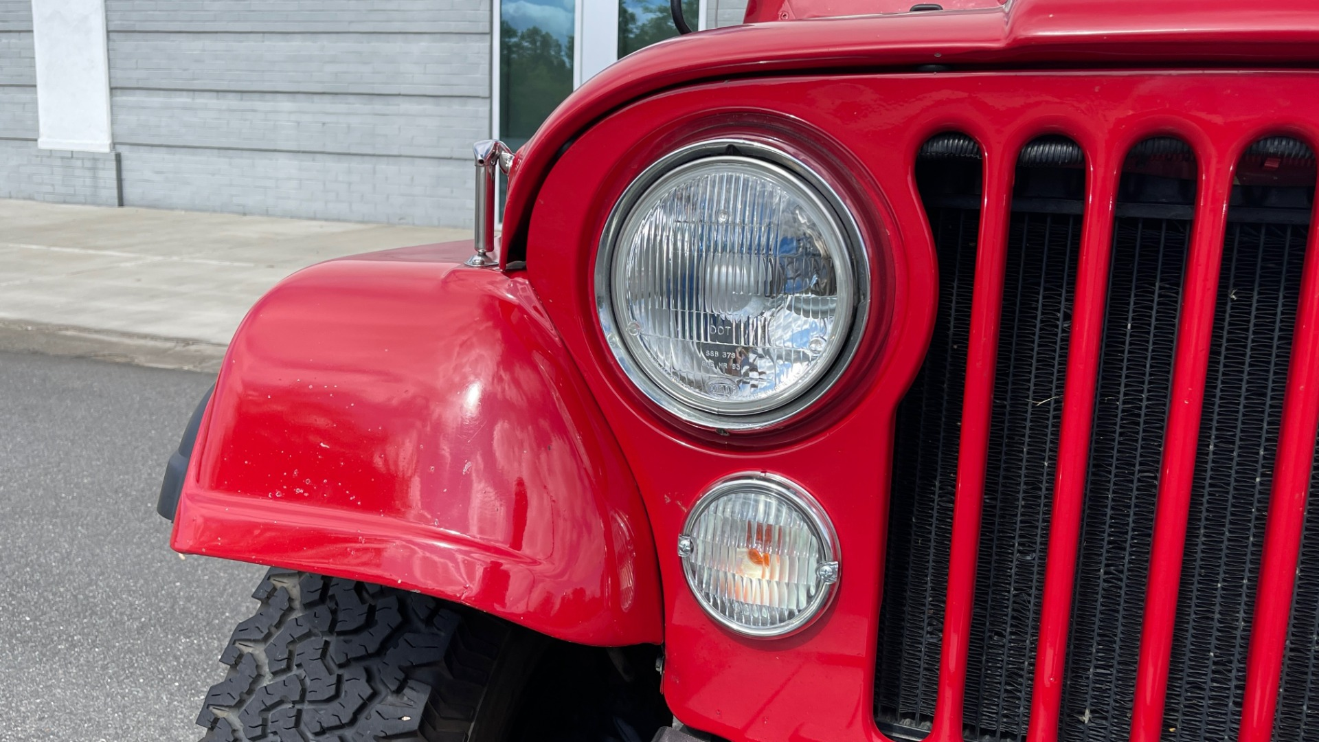 Used 1986 Jeep CJ-7 SOFT-TOP / 4X4 / 4.2L I6 / 5-SPEED MANUAL / HERTZ SPEAKERS / BFG TIRES for sale $20,999 at Formula Imports in Charlotte NC 28227 7