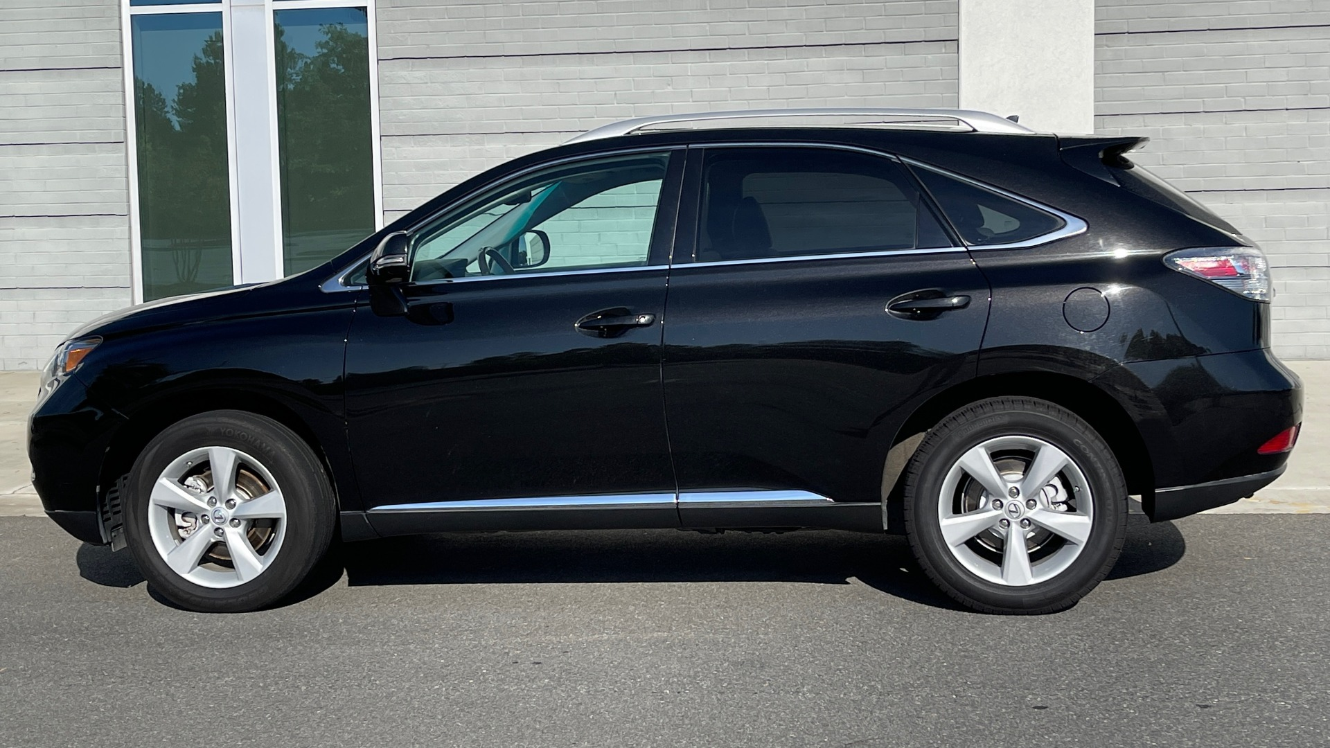 Used 2011 Lexus RX 350 PREMIUM / TOWING PREP PKG / VENTILATED STS / SUNROOF / REARVIEW for sale Sold at Formula Imports in Charlotte NC 28227 3