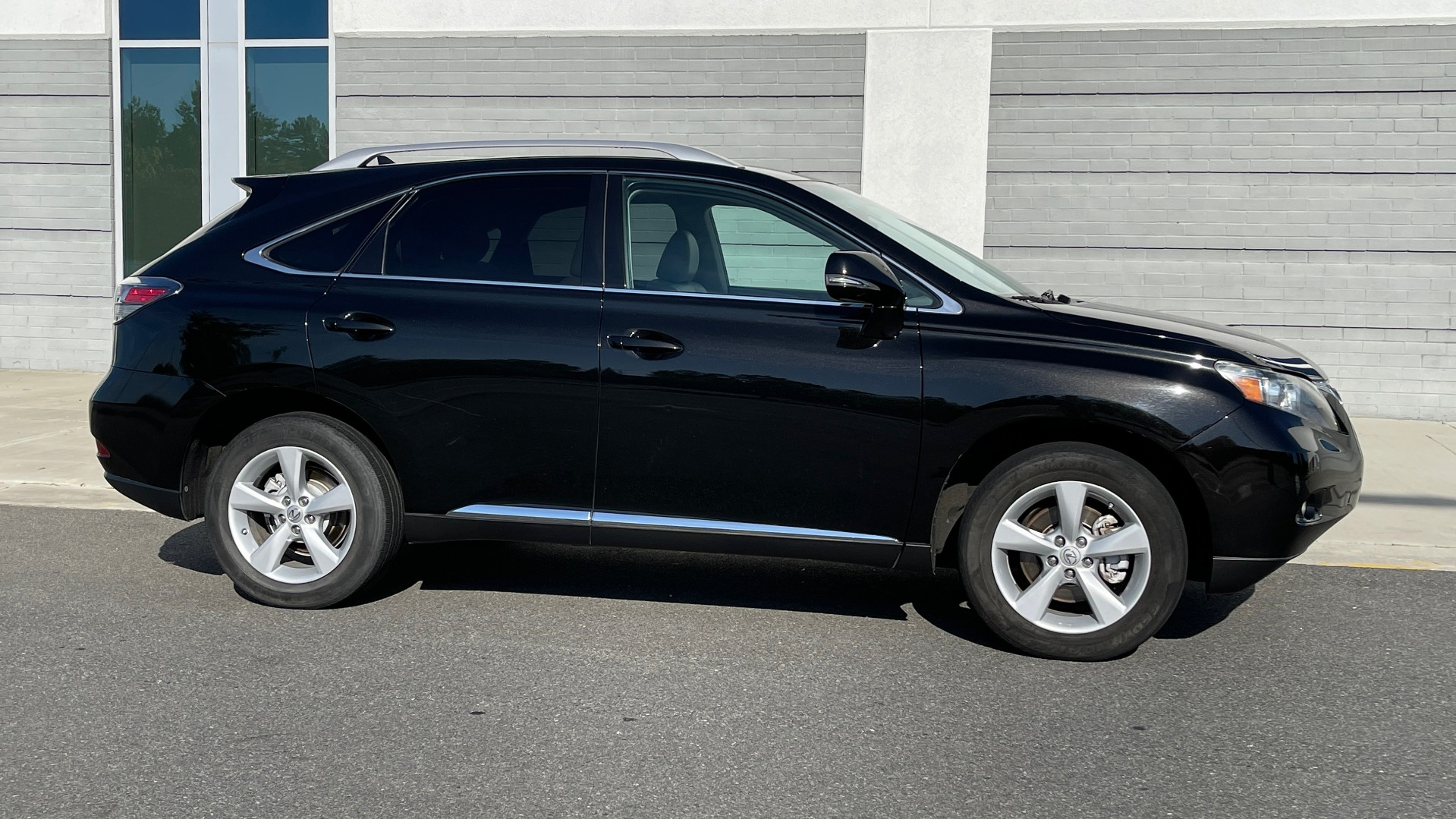 Used 2011 Lexus RX 350 PREMIUM / TOWING PREP PKG / VENTILATED STS / SUNROOF / REARVIEW for sale Sold at Formula Imports in Charlotte NC 28227 6