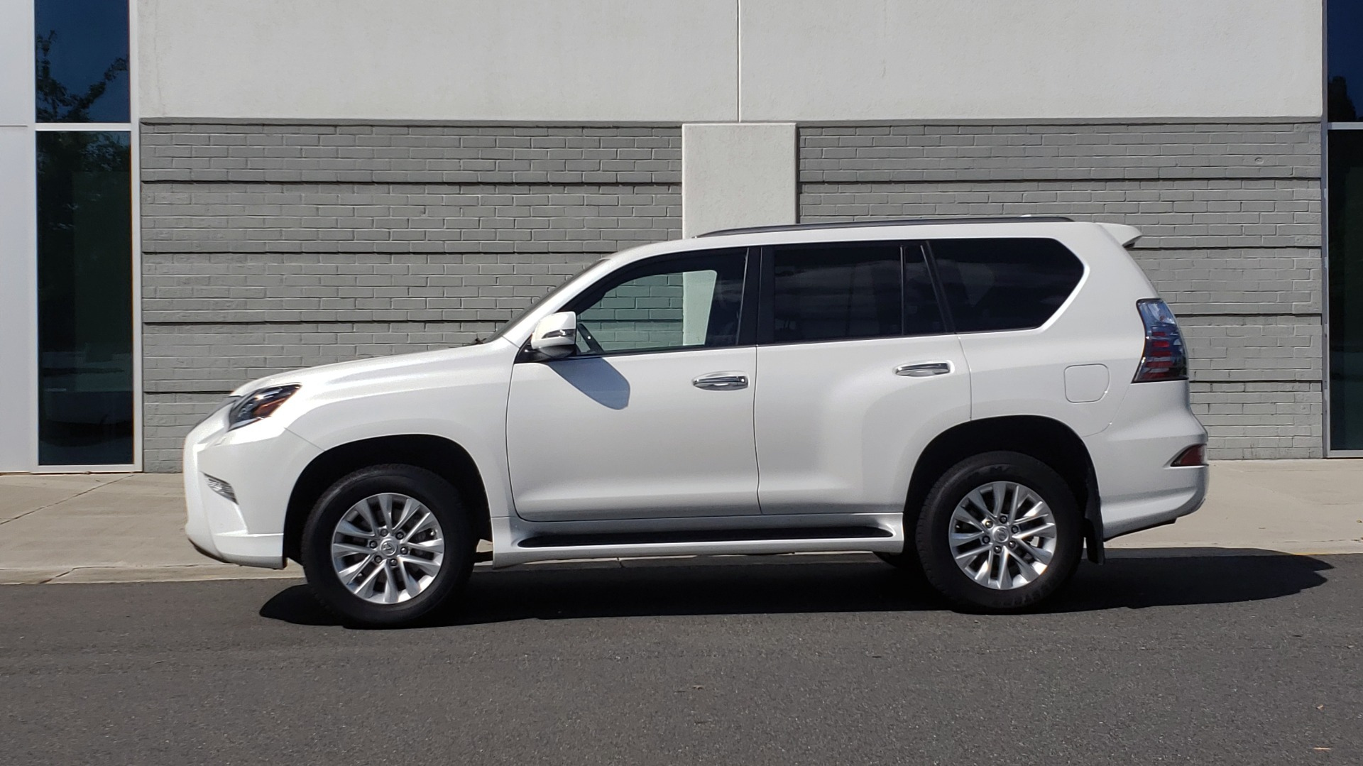 Used 2021 Lexus GX 460 PREMIUM / AWD / NAV / SUNROOF / 3-ROW / REARVIEW for sale Sold at Formula Imports in Charlotte NC 28227 4