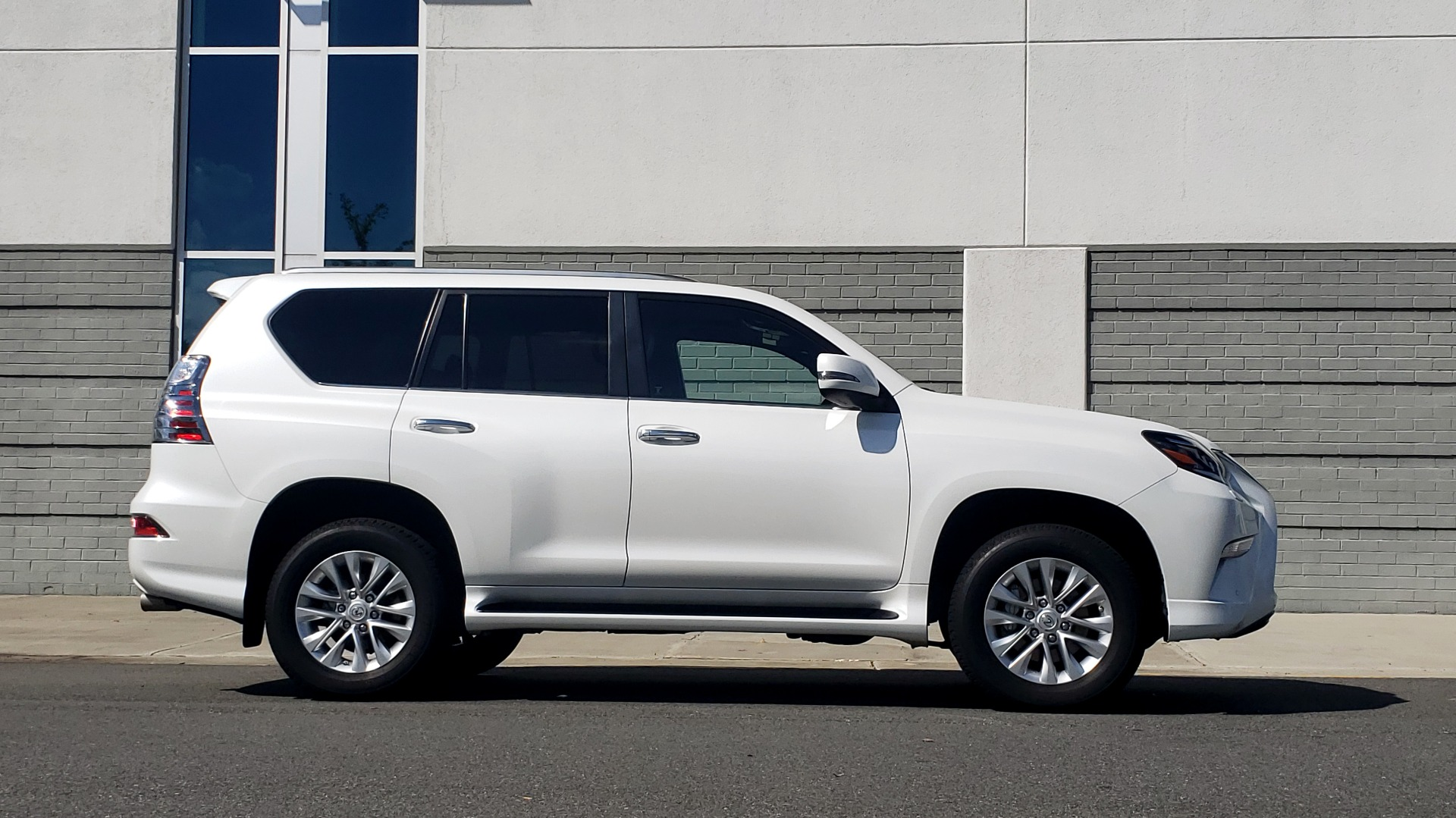 Used 2021 Lexus GX 460 PREMIUM / AWD / NAV / SUNROOF / 3-ROW / REARVIEW for sale Sold at Formula Imports in Charlotte NC 28227 9