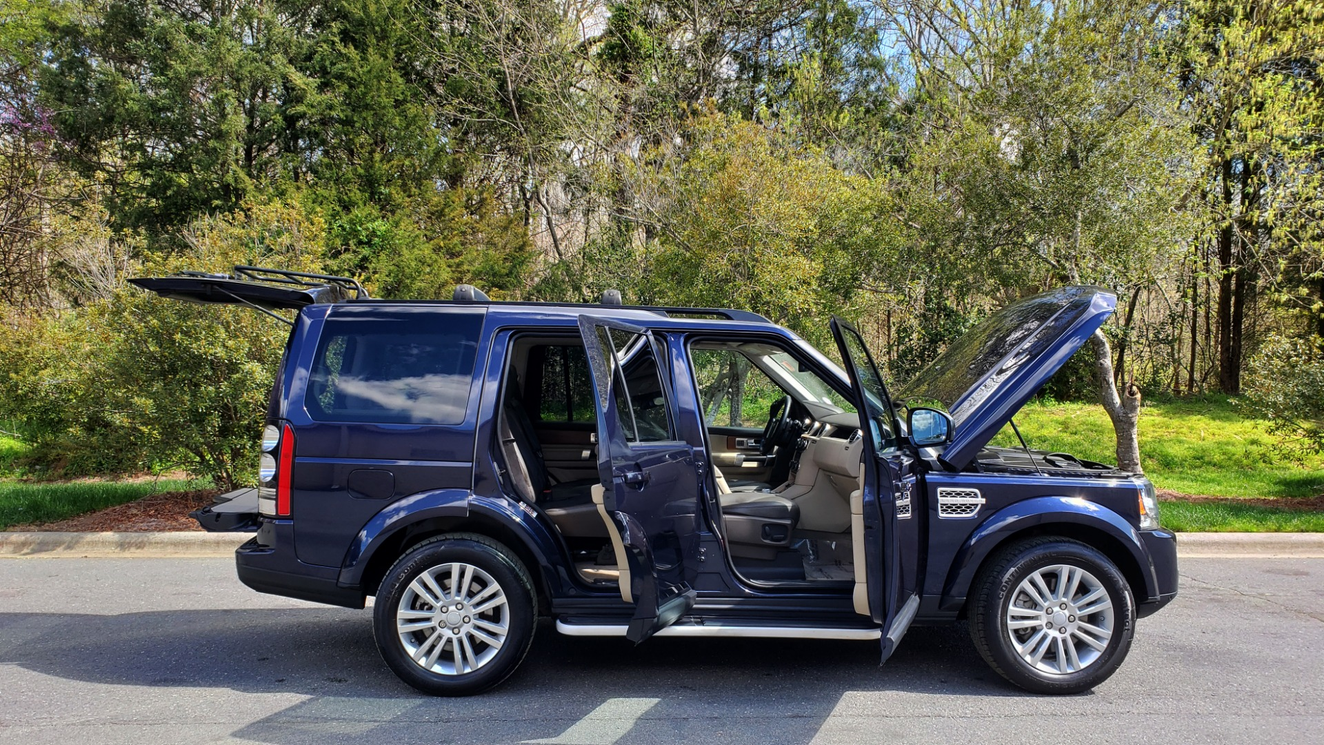 Used 2016 Land Rover LR4 HSE LUX / NAV / SUNROOF / MERIDIAN / REARVIEW / 3-ROW for sale Sold at Formula Imports in Charlotte NC 28227 10