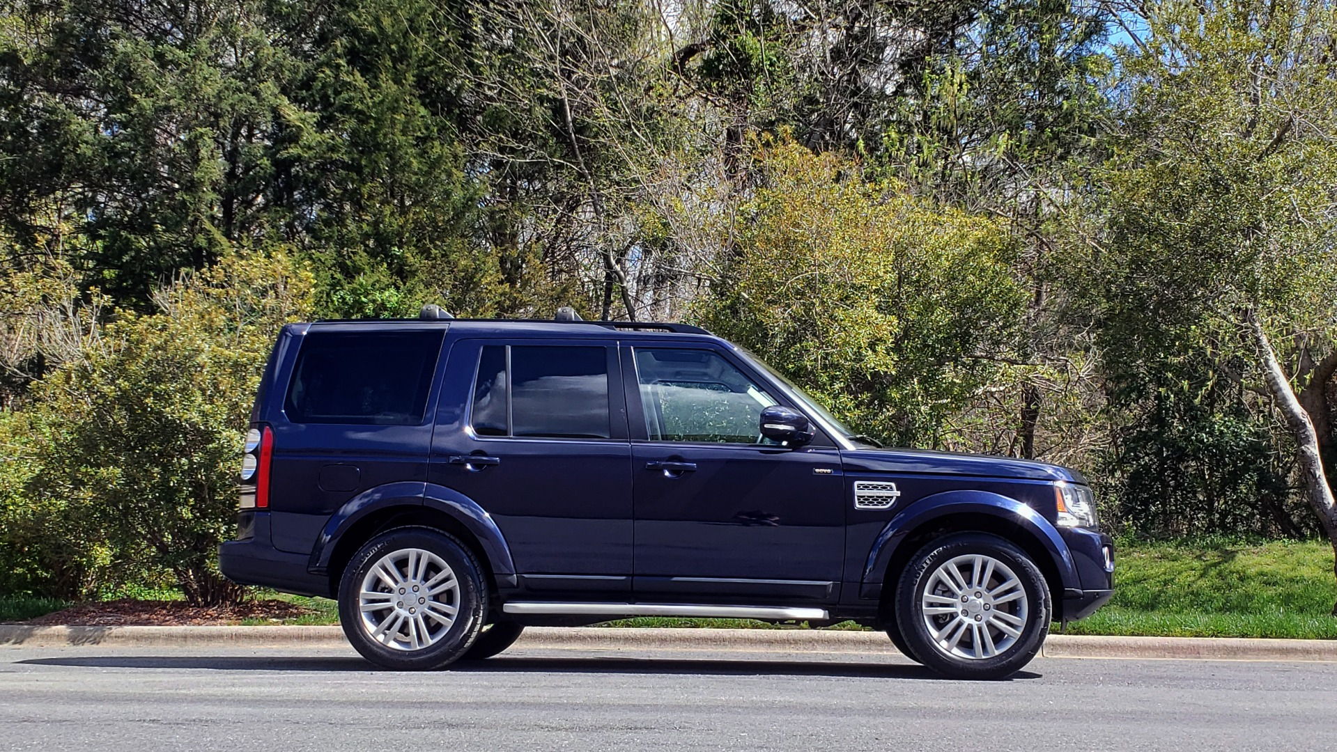 Used 2016 Land Rover LR4 HSE LUX / NAV / SUNROOF / MERIDIAN / REARVIEW / 3-ROW for sale Sold at Formula Imports in Charlotte NC 28227 5