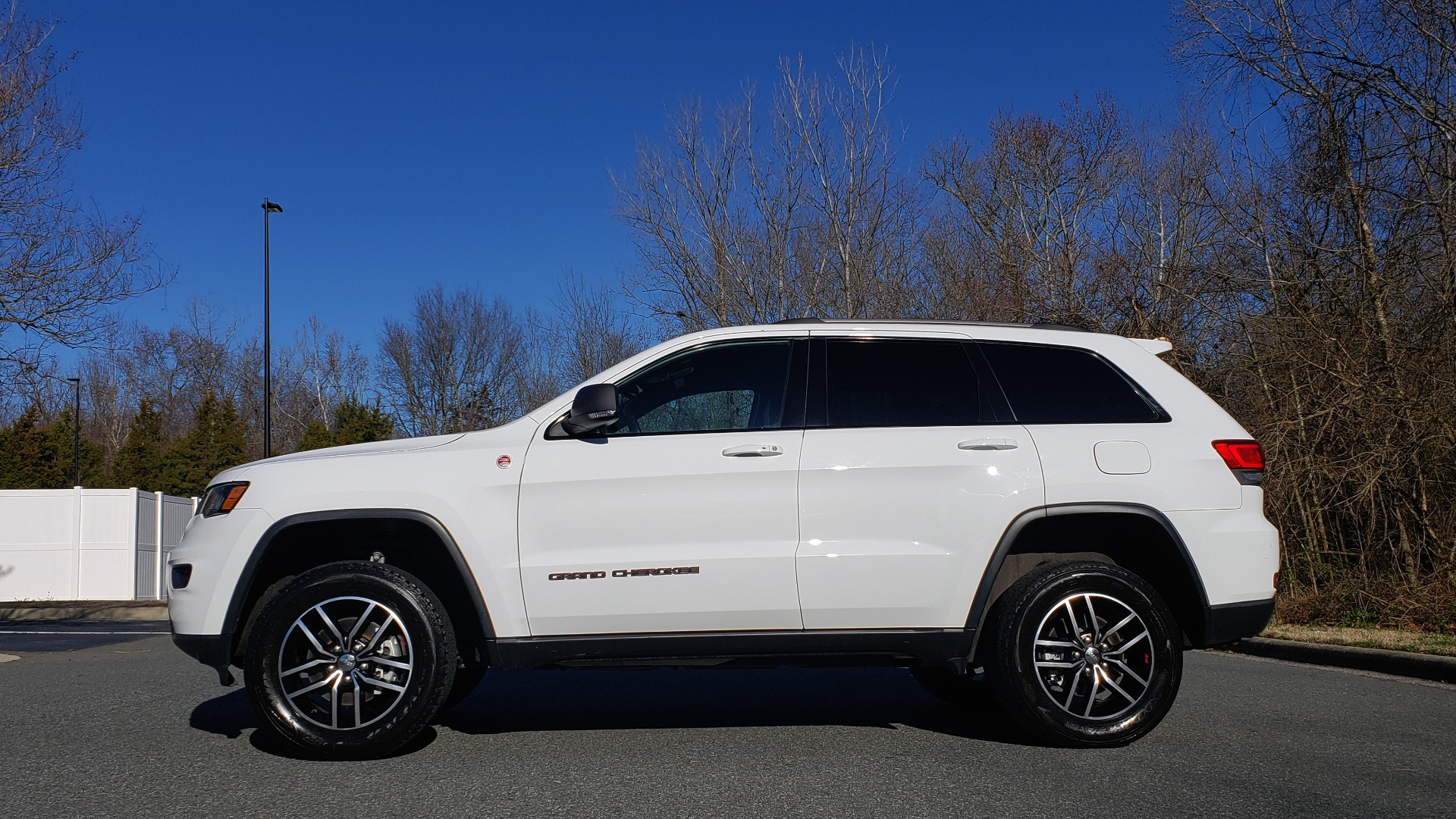 Used 2018 Jeep GRAND CHEROKEE TRAILHAWK 4X4 / NAV / REARVIEW / V6 / AUTO for sale Sold at Formula Imports in Charlotte NC 28227 2