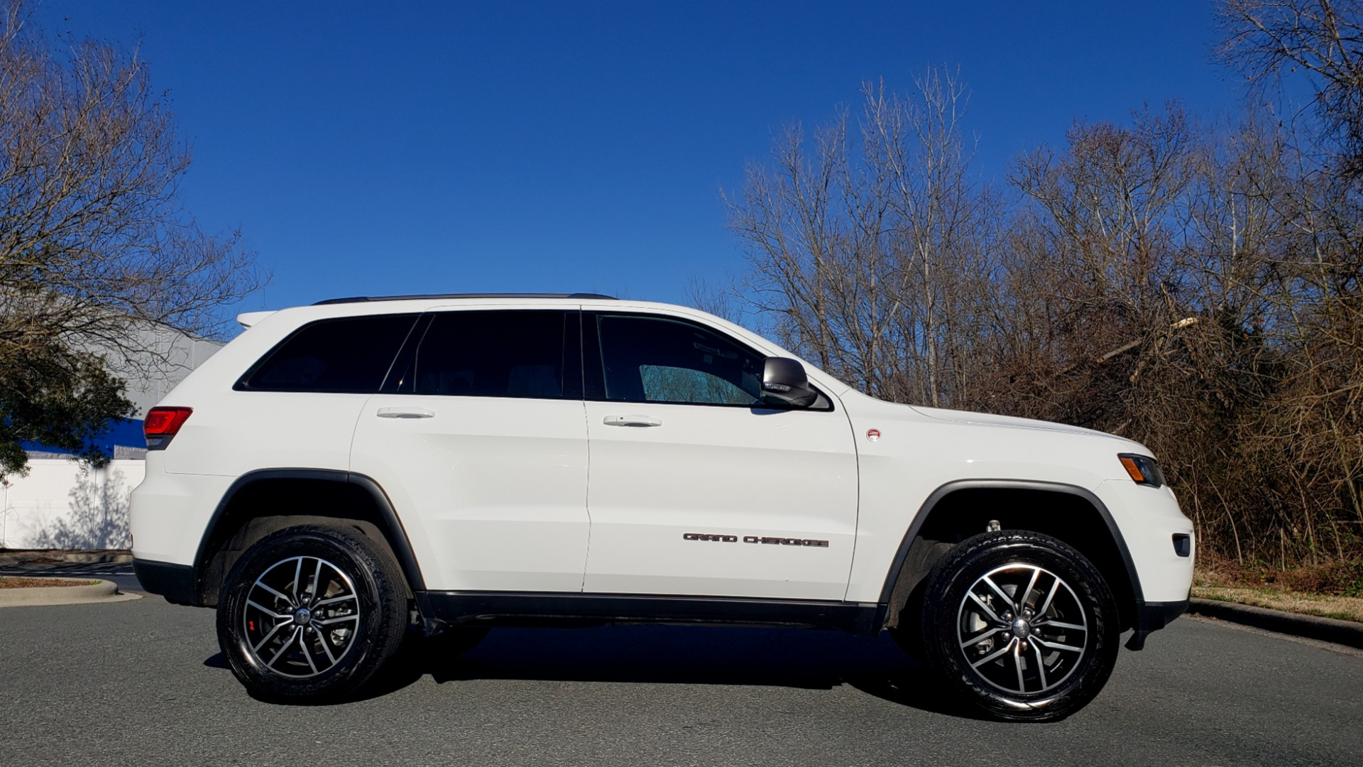 Used 2018 Jeep GRAND CHEROKEE TRAILHAWK 4X4 / NAV / REARVIEW / V6 / AUTO for sale Sold at Formula Imports in Charlotte NC 28227 5