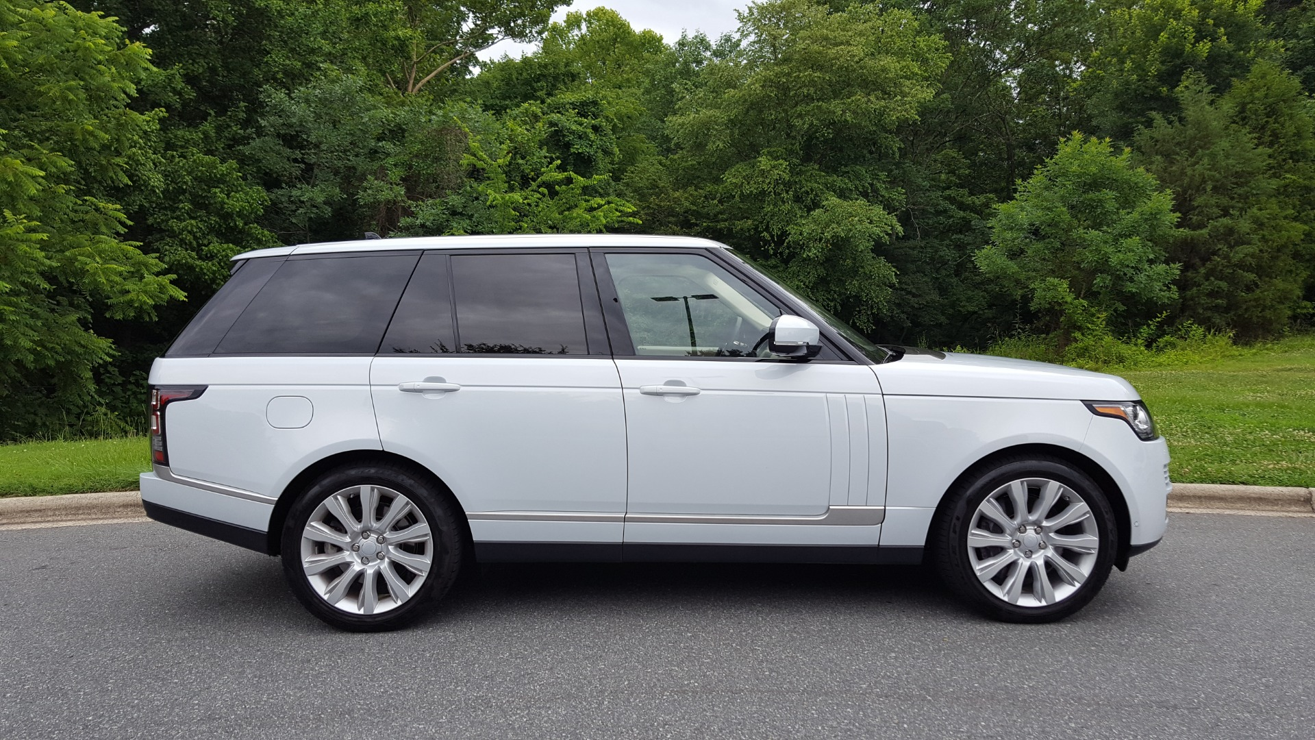 Used 2016 Land Rover RANGE ROVER SC V8 / DRVR ASST / VSN ASST / MERIDIAN / SNRF / BLIND SPOT for sale Sold at Formula Imports in Charlotte NC 28227 100