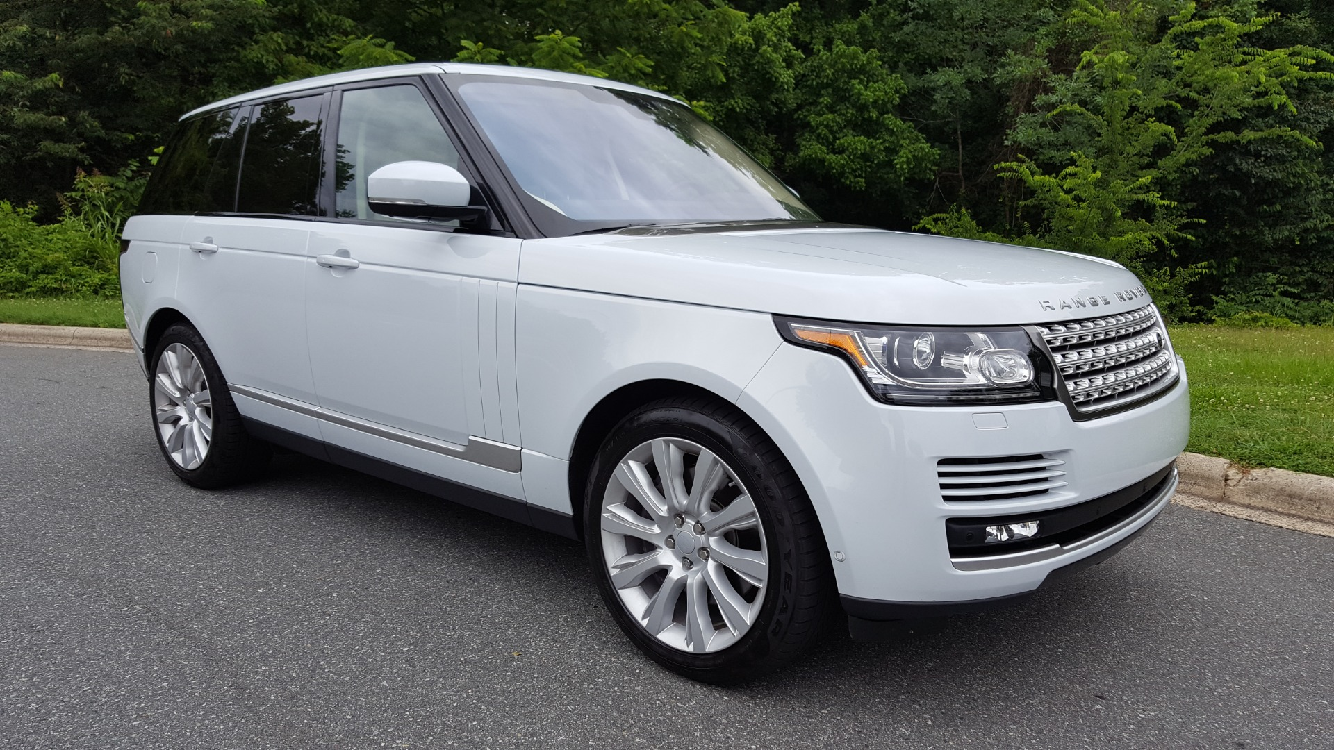 Used 2016 Land Rover RANGE ROVER SC V8 / DRVR ASST / VSN ASST / MERIDIAN / SNRF / BLIND SPOT for sale Sold at Formula Imports in Charlotte NC 28227 101