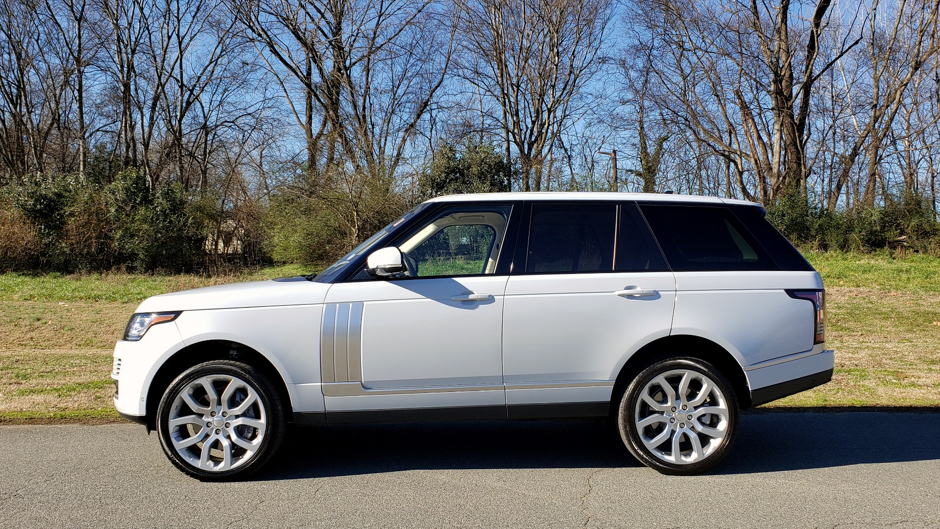 Used 2016 Land Rover RANGE ROVER SC V8 / DRVR ASST / VSN ASST / MERIDIAN / SNRF / BLIND SPOT for sale Sold at Formula Imports in Charlotte NC 28227 2