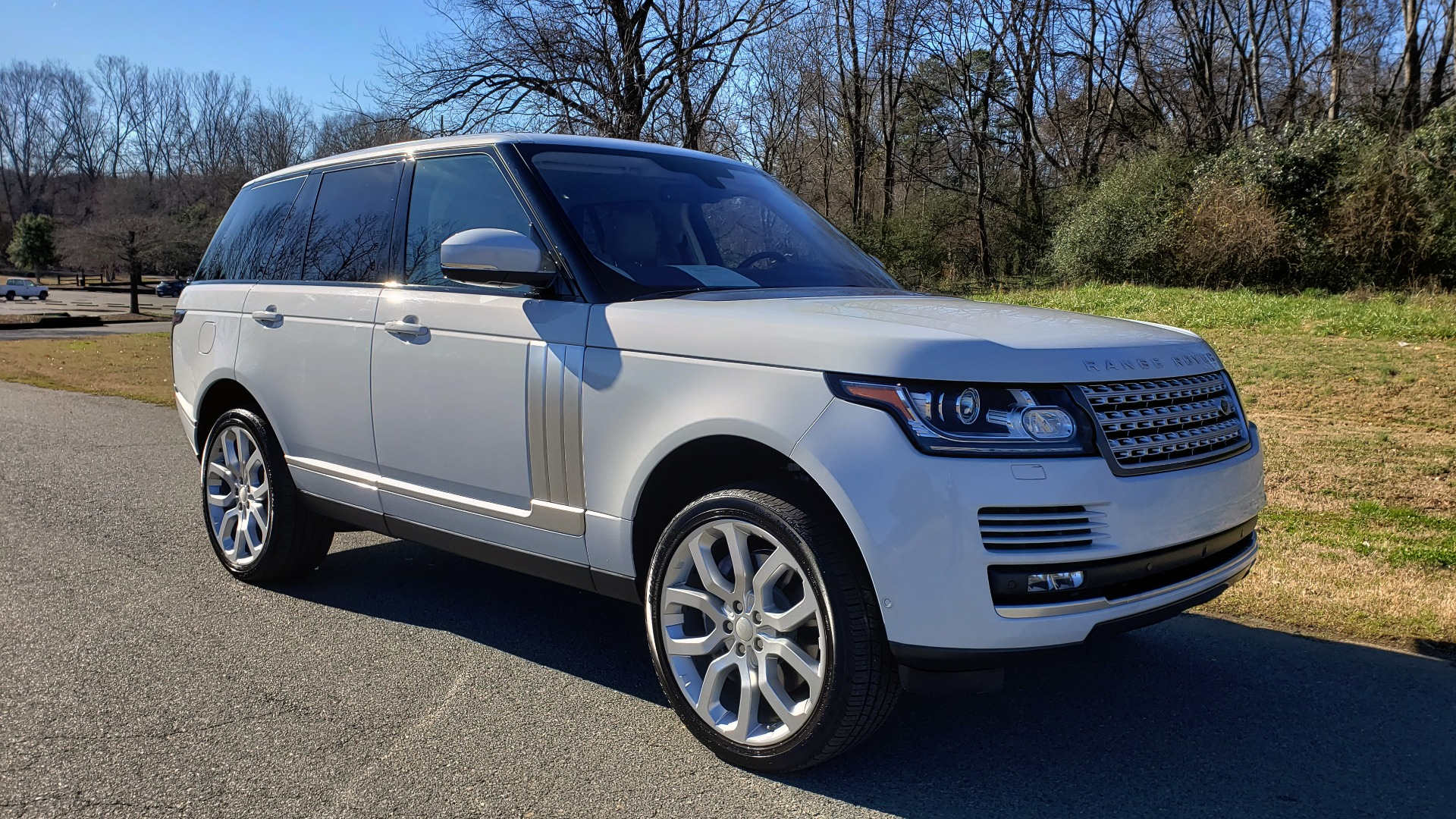 Used 2016 Land Rover RANGE ROVER SC V8 / DRVR ASST / VSN ASST / MERIDIAN / SNRF / BLIND SPOT for sale Sold at Formula Imports in Charlotte NC 28227 4