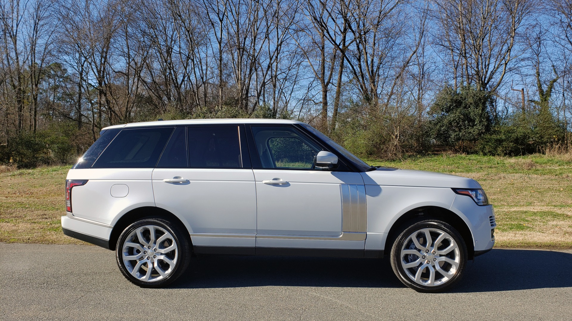 Used 2016 Land Rover RANGE ROVER SC V8 / DRVR ASST / VSN ASST / MERIDIAN / SNRF / BLIND SPOT for sale Sold at Formula Imports in Charlotte NC 28227 5