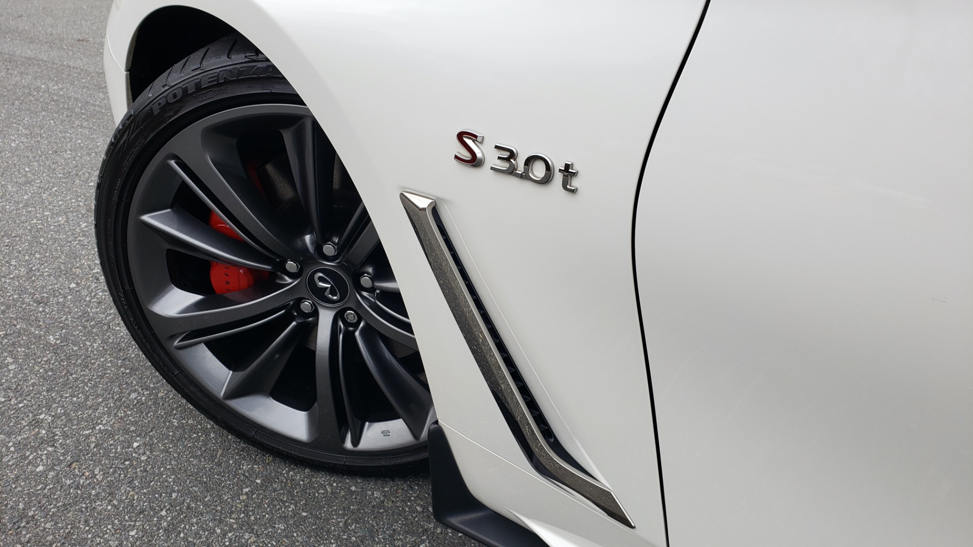 Used 2018 INFINITI Q60 RED SPORT 400 / SENSORY PKG / SUNROOF / NAV / REARVIEW for sale Sold at Formula Imports in Charlotte NC 28227 10