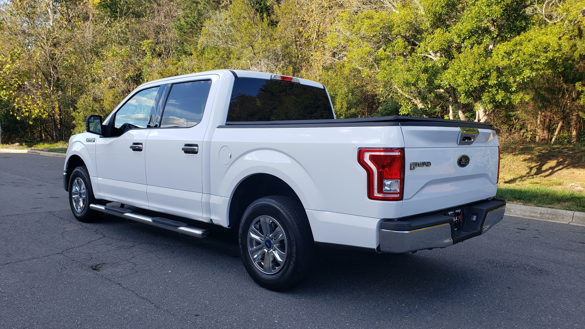 Used 2017 Ford F-150 XLT 4x2 SUPERCREW / V6 / AUTO / 145 WB / 5.6 BED for sale Sold at Formula Imports in Charlotte NC 28227 3