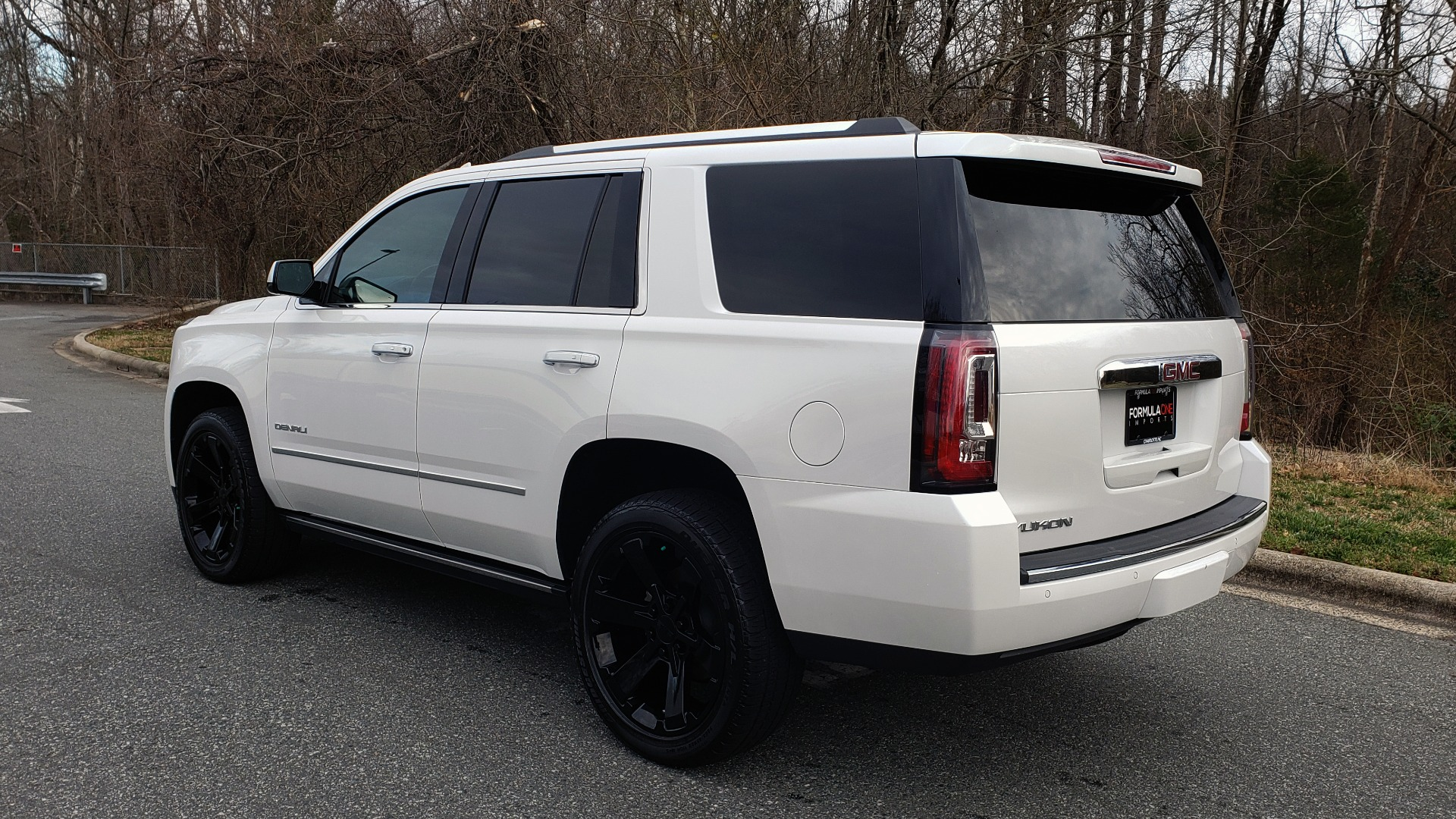 Used 2018 GMC YUKON DENALI 4WD / NAV / SUNROOF / BOSE / 3-ROW / REARVIEW for sale Sold at Formula Imports in Charlotte NC 28227 3
