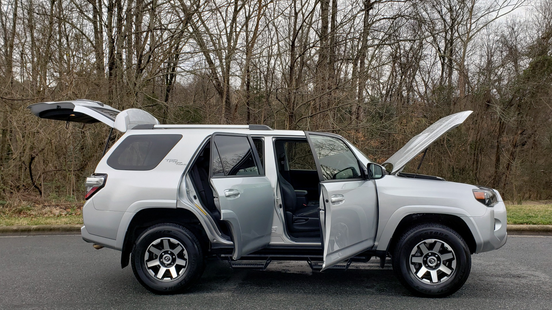 Used 2018 Toyota 4RUNNER TRD OFF-ROAD 4X4 / V6 / AUTO / LEATHER / LOW MILES! for sale Sold at Formula Imports in Charlotte NC 28227 14