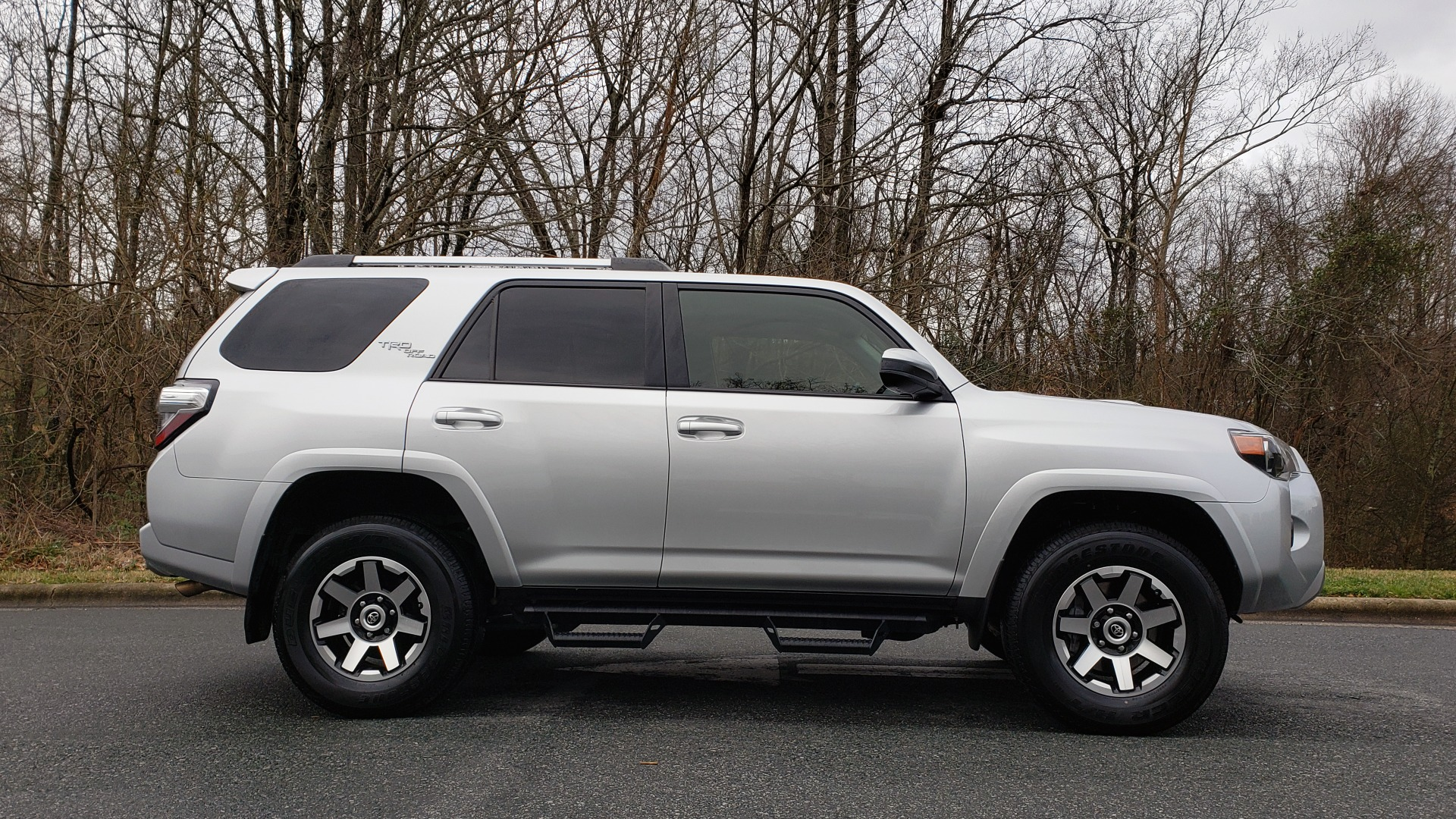 Used 2018 Toyota 4RUNNER TRD OFF-ROAD 4X4 / V6 / AUTO / LEATHER / LOW MILES! for sale Sold at Formula Imports in Charlotte NC 28227 5
