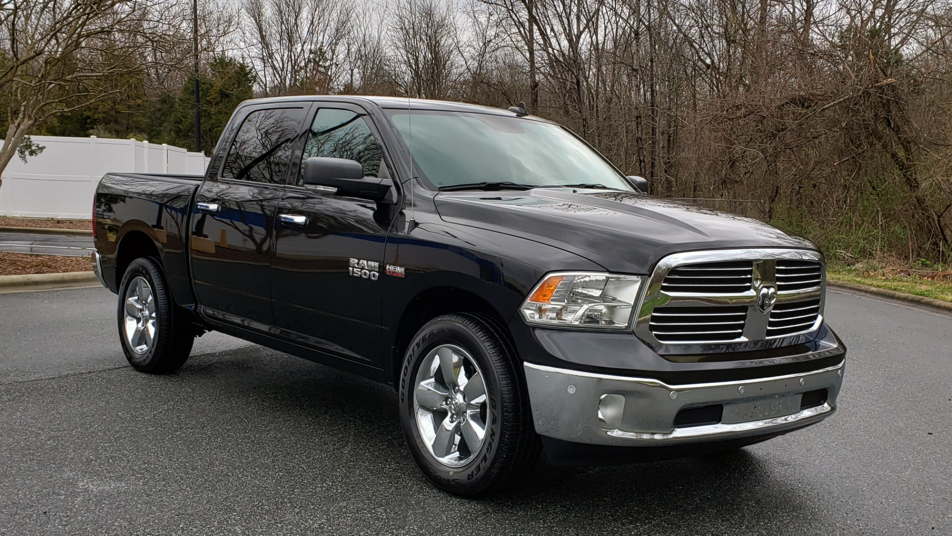 Used 2016 Ram 1500 BIG HORN 5.7L HEMI CREW CAB / HTD STS / NAV / REAVIEW for sale Sold at Formula Imports in Charlotte NC 28227 4