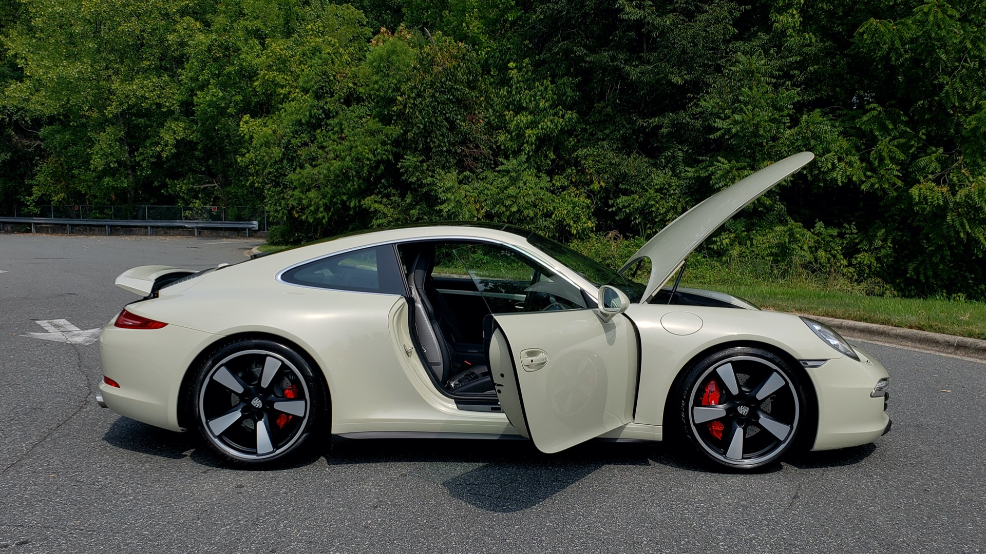 Used 2014 Porsche 911 50TH ANNIVERSARY EDITION NO. 0423 / 7-SPD MAN / NAV / BOSE for sale $118,999 at Formula One Imports in Charlotte NC 28227 13