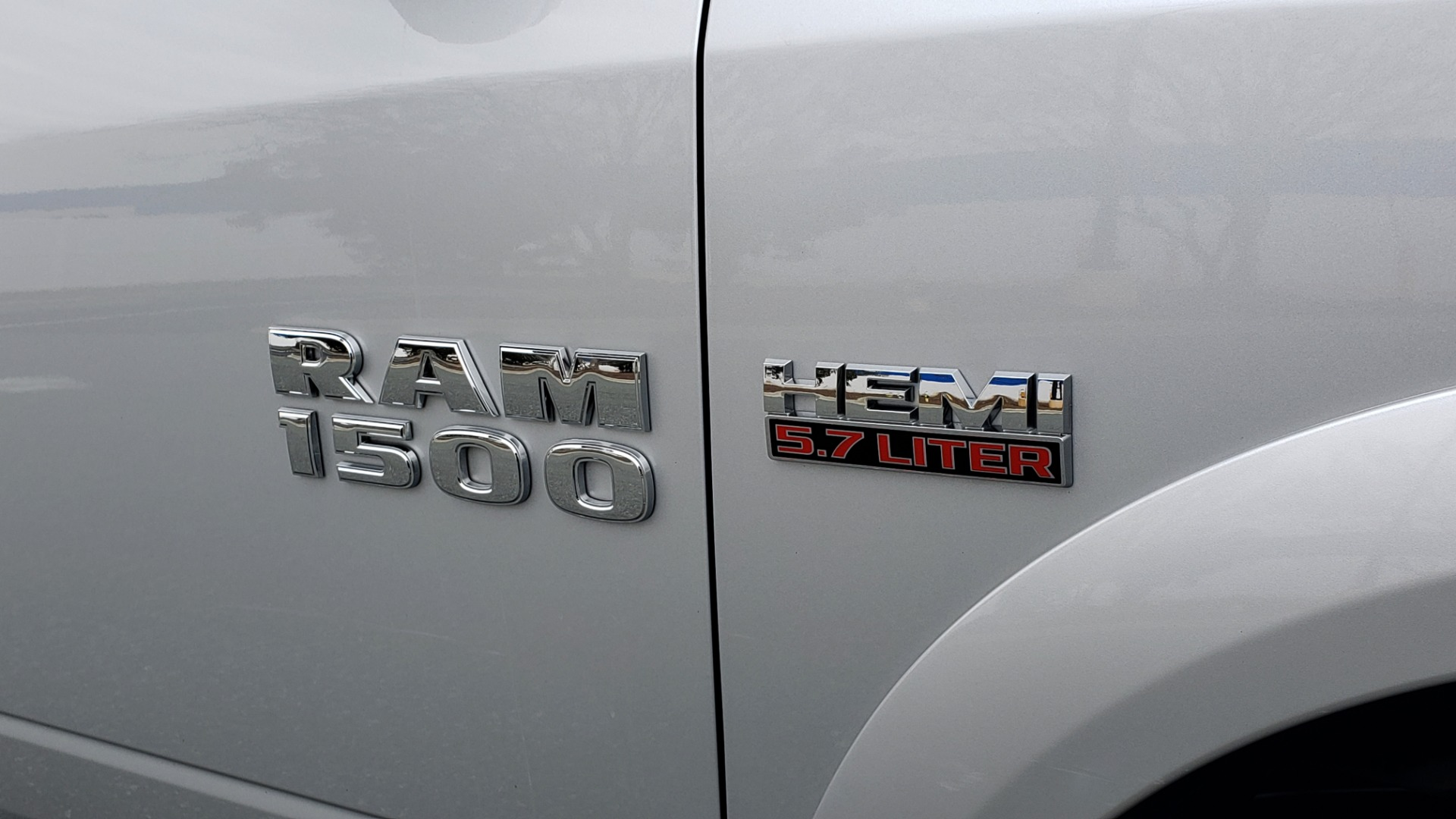 Used 2016 Ram 1500 OUTDOORSMAN 4X4 / CREW CAB / REARVIEW / HTD STS for sale Sold at Formula Imports in Charlotte NC 28227 10