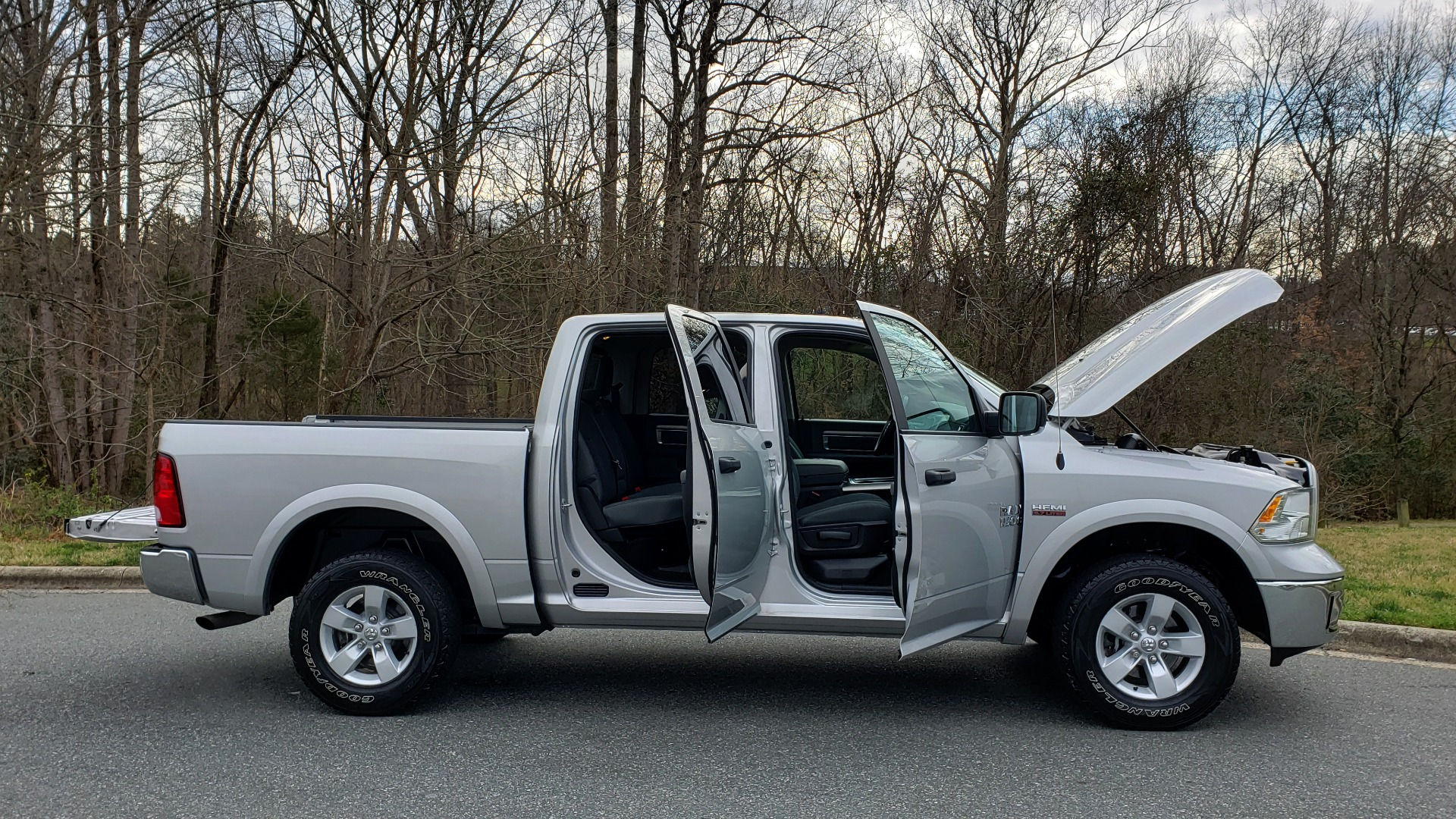 Used 2016 Ram 1500 OUTDOORSMAN 4X4 / CREW CAB / REARVIEW / HTD STS for sale Sold at Formula Imports in Charlotte NC 28227 11
