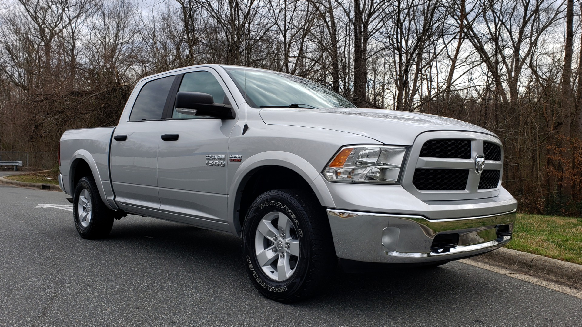 Used 2016 Ram 1500 OUTDOORSMAN 4X4 / CREW CAB / REARVIEW / HTD STS for sale Sold at Formula Imports in Charlotte NC 28227 4