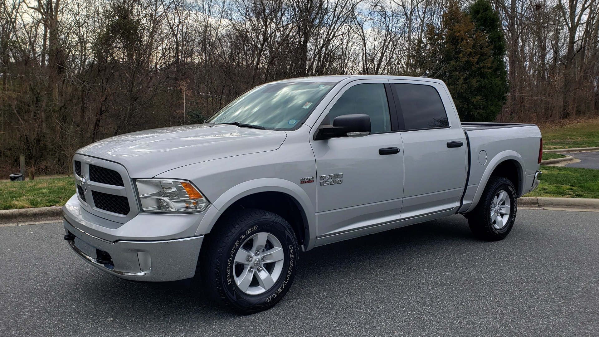 Used 2016 Ram 1500 OUTDOORSMAN 4X4 / CREW CAB / REARVIEW / HTD STS for sale Sold at Formula Imports in Charlotte NC 28227 1