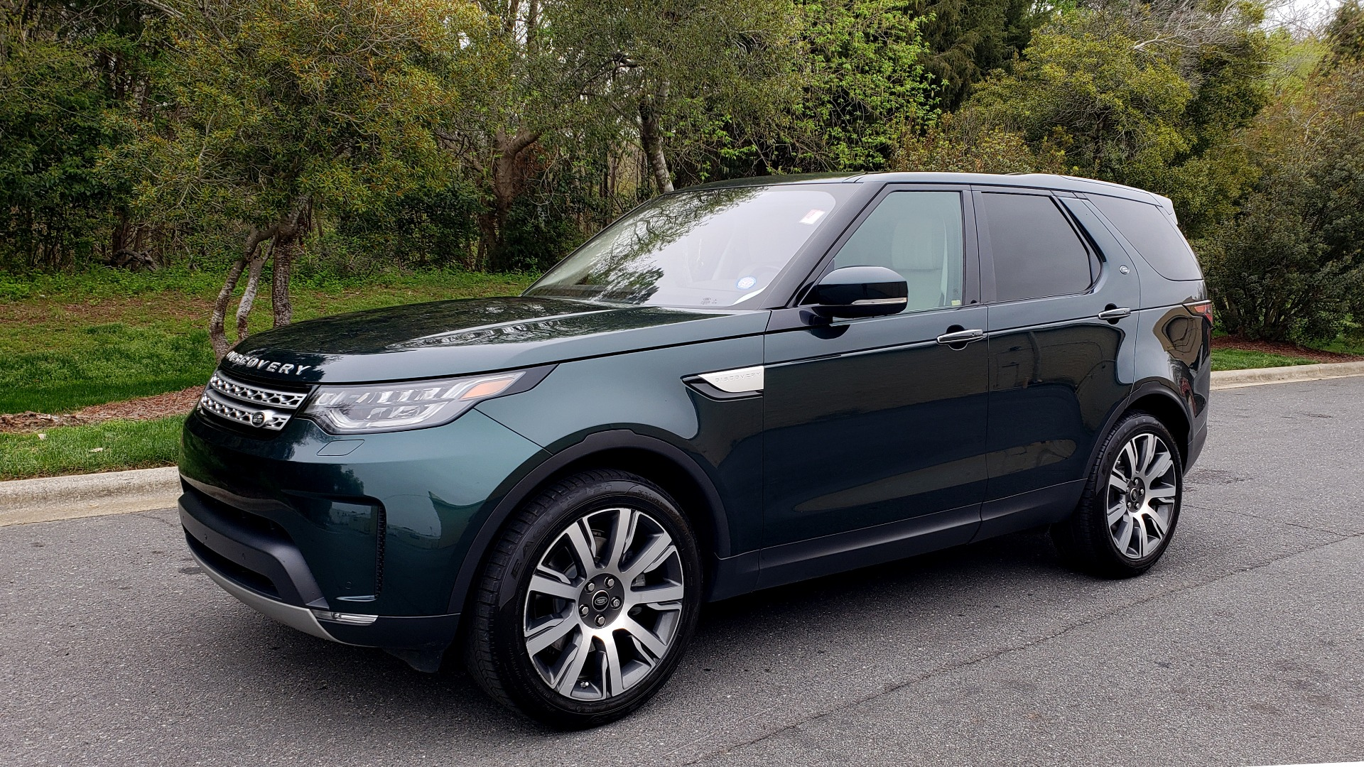 Used 2017 Land Rover DISCOVERY HSE LUXURY / 4WD / NAV / VISION ASST / DRIVE PKG / MERIDIAN for sale Sold at Formula Imports in Charlotte NC 28227 2