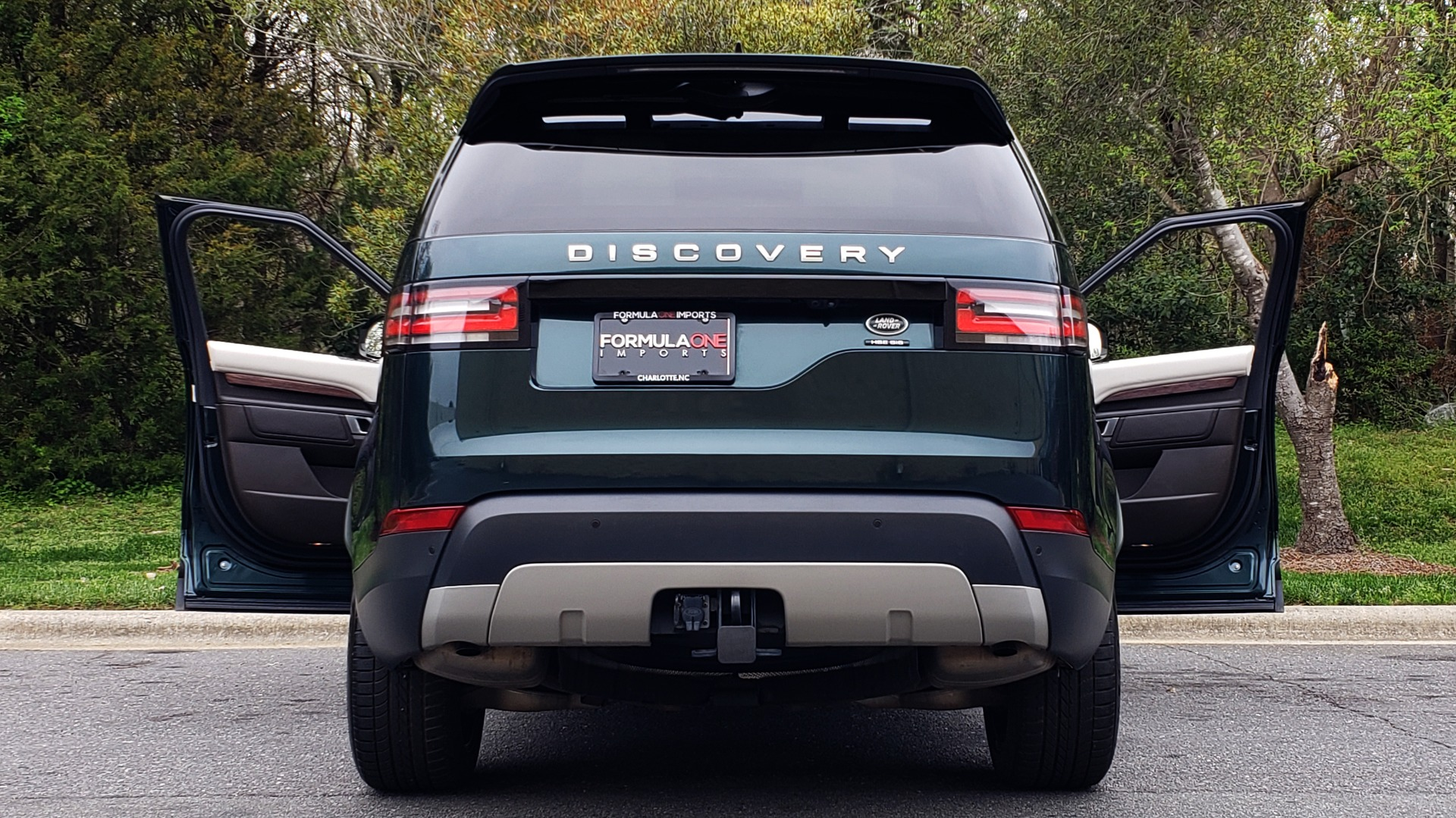 Used 2017 Land Rover DISCOVERY HSE LUXURY / 4WD / NAV / VISION ASST / DRIVE PKG / MERIDIAN for sale Sold at Formula Imports in Charlotte NC 28227 37