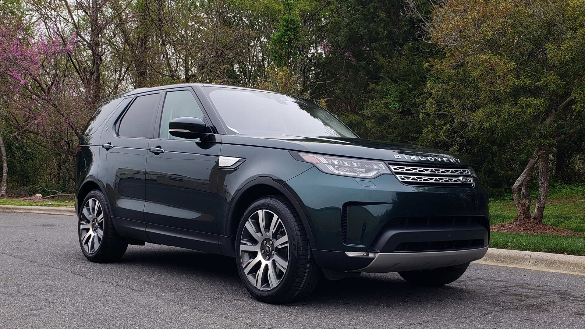 Used 2017 Land Rover DISCOVERY HSE LUXURY / 4WD / NAV / VISION ASST / DRIVE PKG / MERIDIAN for sale Sold at Formula Imports in Charlotte NC 28227 5
