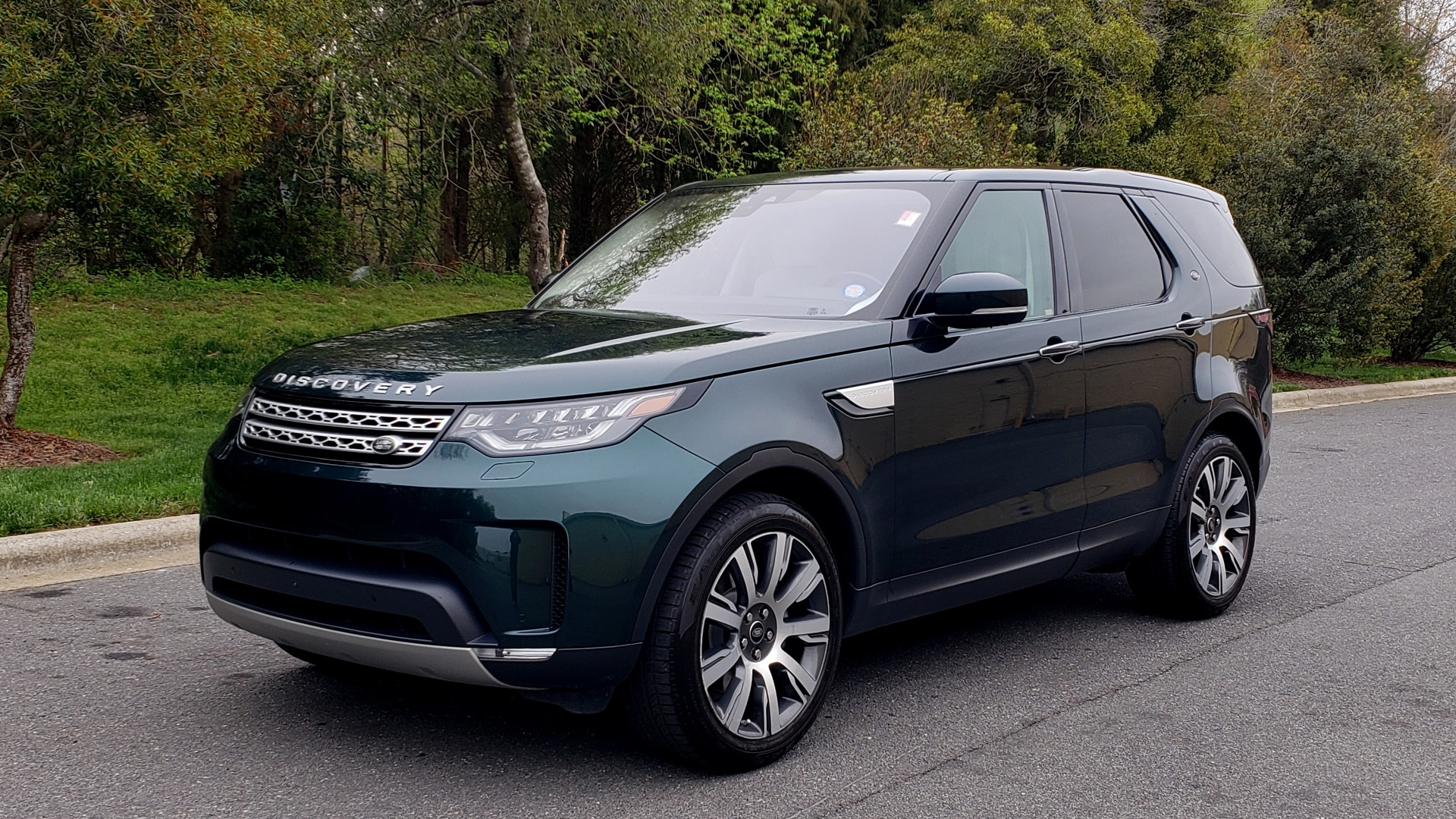 Used 2017 Land Rover DISCOVERY HSE LUXURY / 4WD / NAV / VISION ASST / DRIVE PKG / MERIDIAN for sale Sold at Formula Imports in Charlotte NC 28227 1