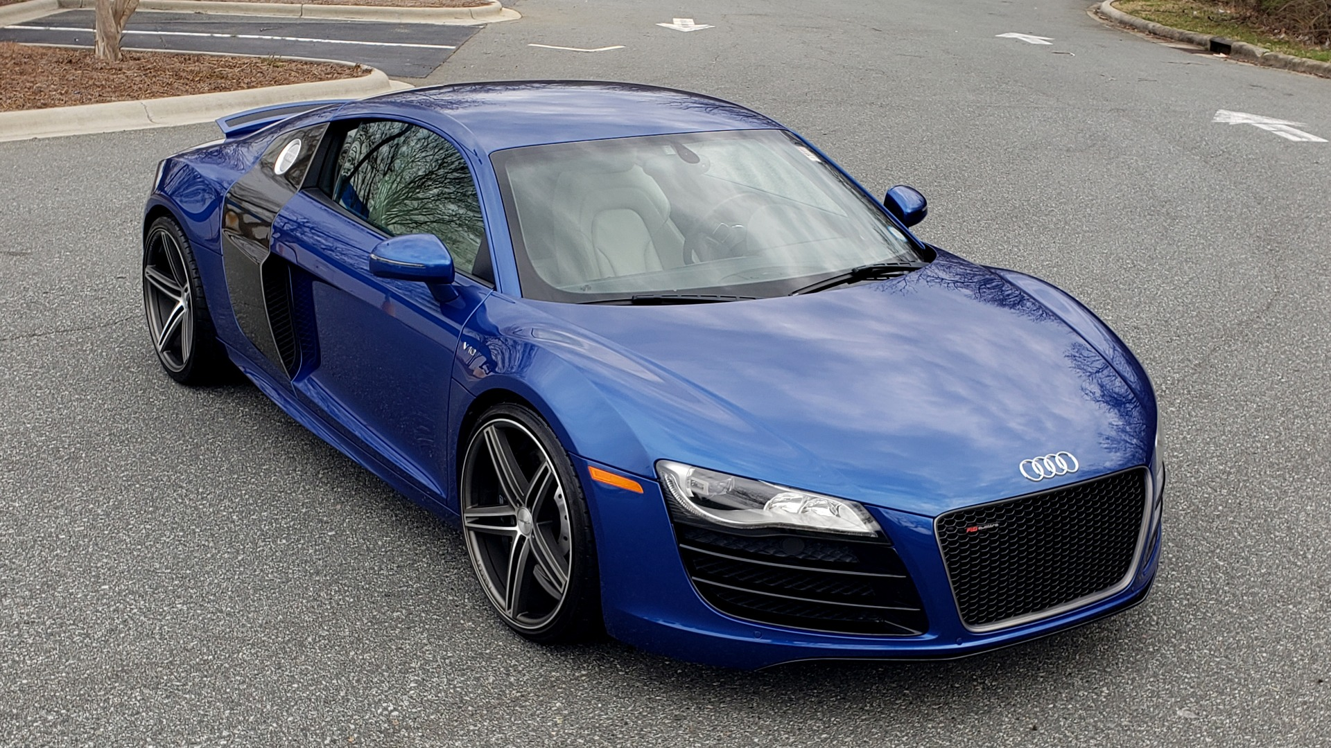 Used 2010 Audi R8 5.2L V10 / AWD / COUPE / NAV / 6-SPD AUTO / CUSTOM WHEELS for sale Sold at Formula Imports in Charlotte NC 28227 10