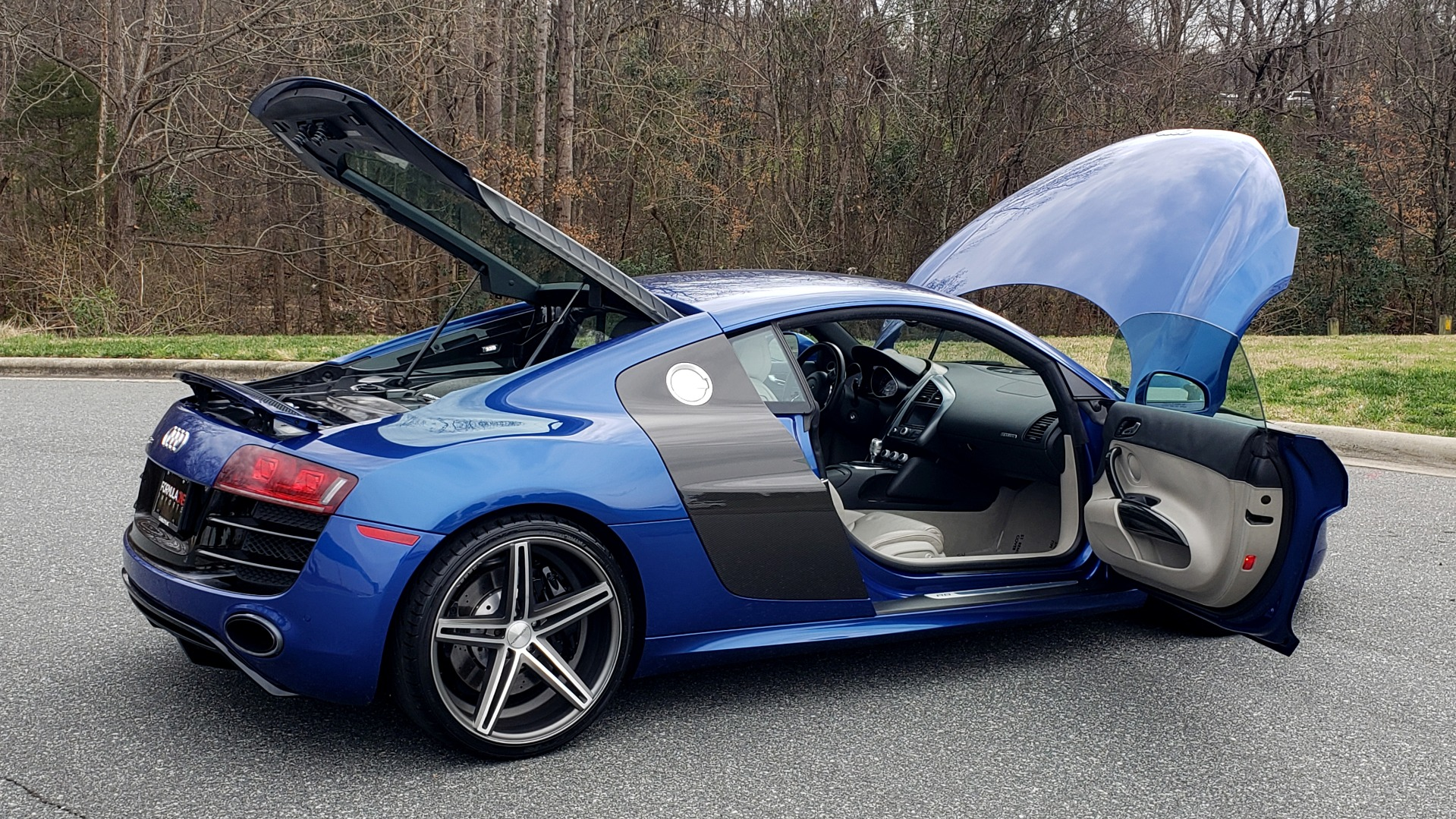 Used 2010 Audi R8 5.2L V10 / AWD / COUPE / NAV / 6-SPD AUTO / CUSTOM WHEELS for sale Sold at Formula Imports in Charlotte NC 28227 13