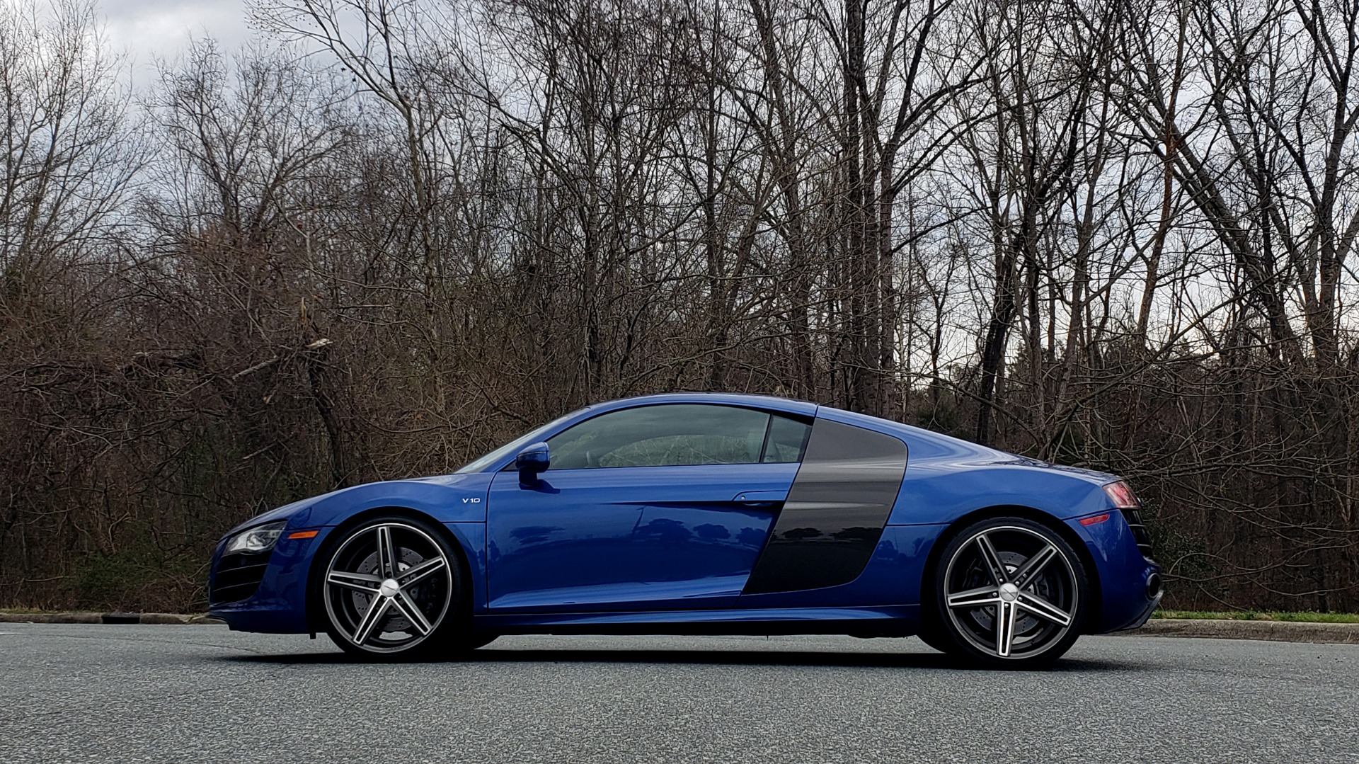 Used 2010 Audi R8 5.2L V10 / AWD / COUPE / NAV / 6-SPD AUTO / CUSTOM WHEELS for sale Sold at Formula Imports in Charlotte NC 28227 3