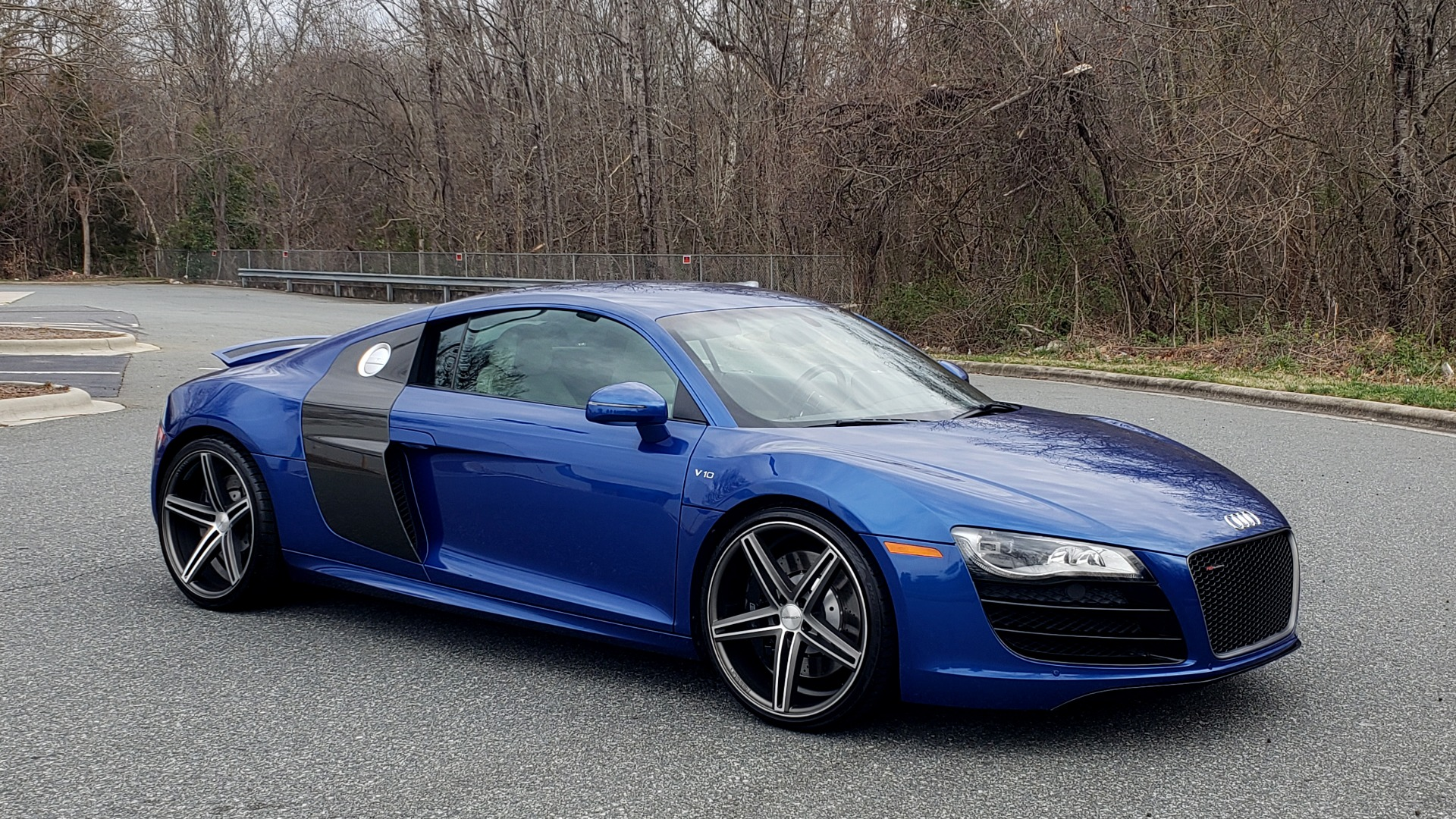 Used 2010 Audi R8 5.2L V10 / AWD / COUPE / NAV / 6-SPD AUTO / CUSTOM WHEELS for sale Sold at Formula Imports in Charlotte NC 28227 6
