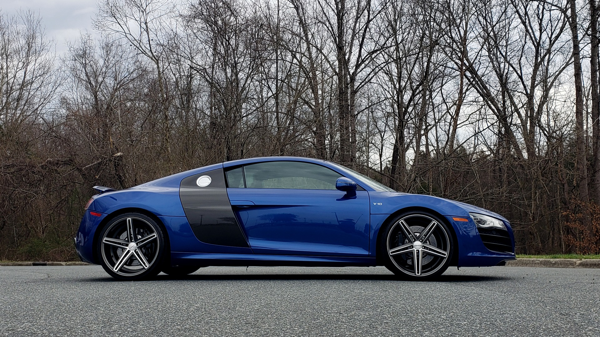 Used 2010 Audi R8 5.2L V10 / AWD / COUPE / NAV / 6-SPD AUTO / CUSTOM WHEELS for sale Sold at Formula Imports in Charlotte NC 28227 7