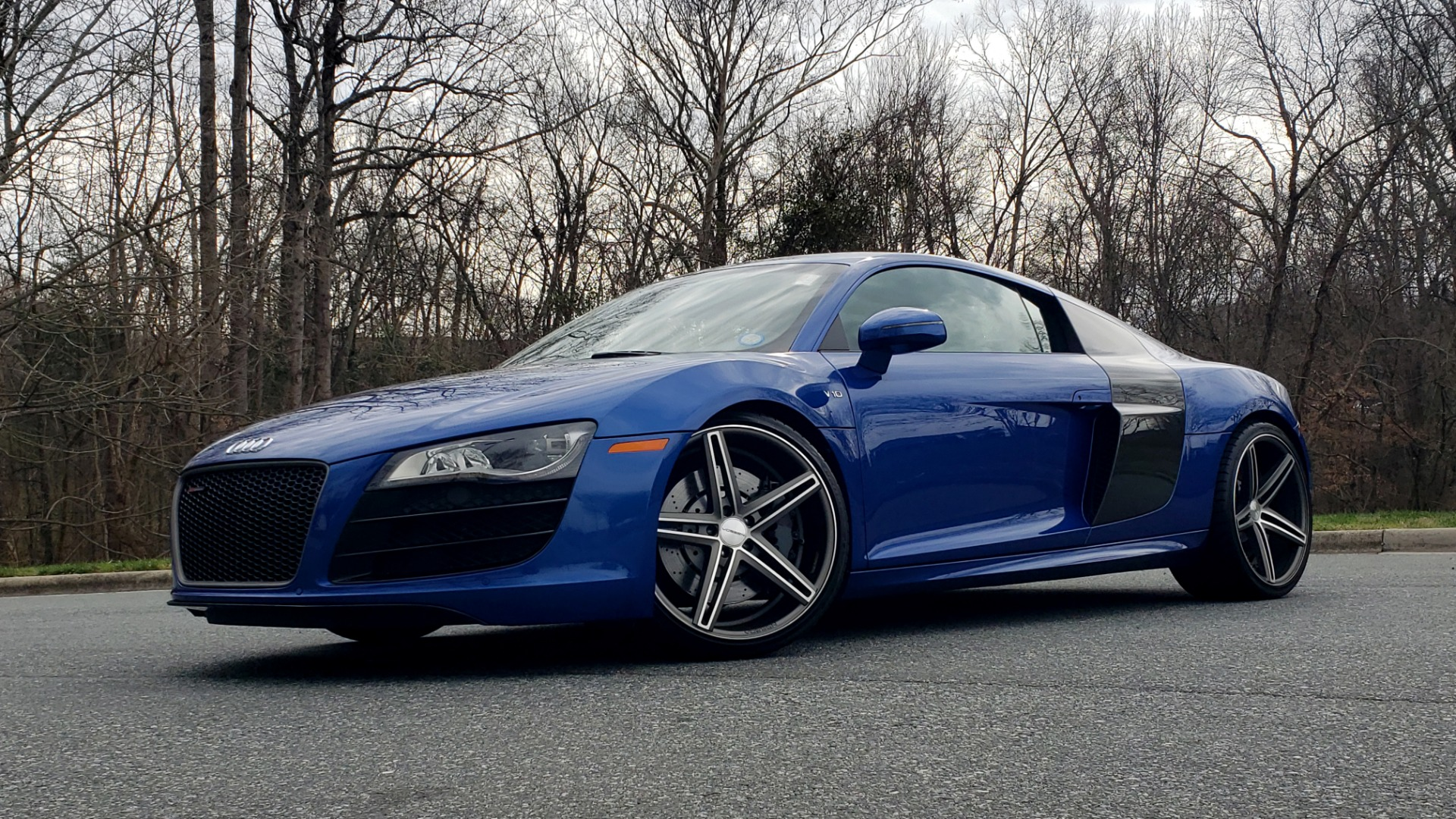 Used 2010 Audi R8 5.2L V10 / AWD / COUPE / NAV / 6-SPD AUTO / CUSTOM WHEELS for sale Sold at Formula Imports in Charlotte NC 28227 1