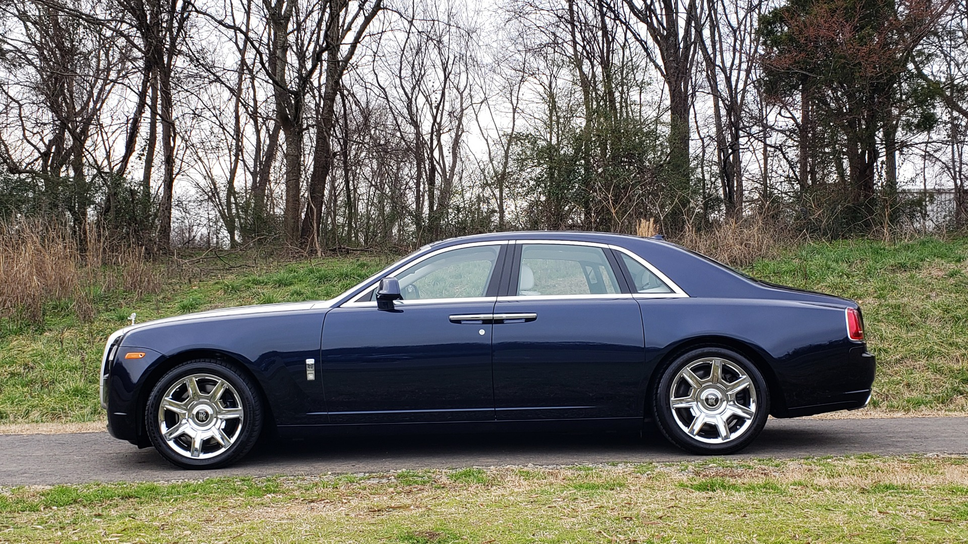 Used 2013 Rolls-Royce GHOST FTR SLCT 2/ NAV/ PANO-ROOF/ LN DEPART/ NIGHT VSN/ REARVIEW for sale Sold at Formula Imports in Charlotte NC 28227 2