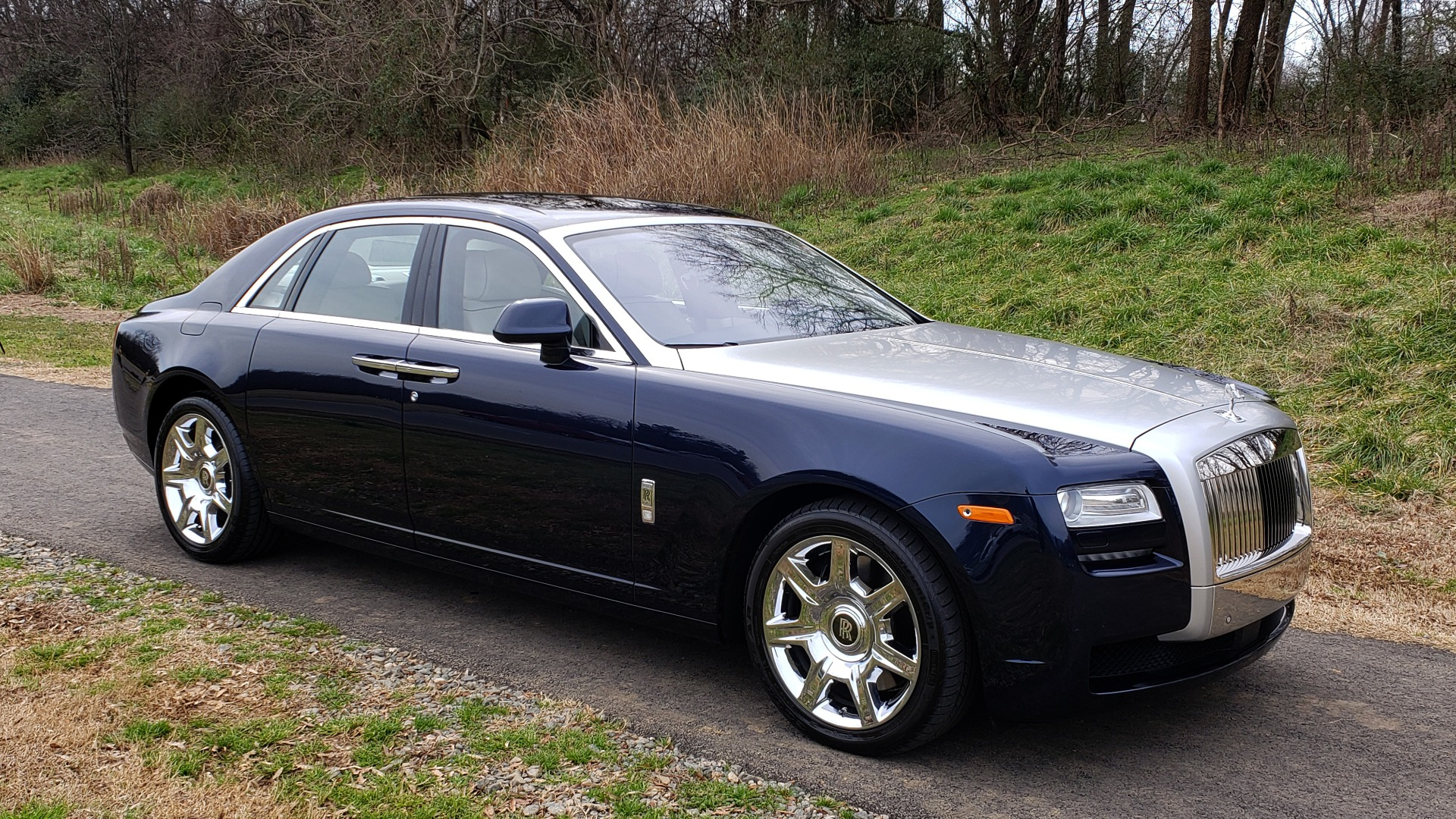 Used 2013 Rolls-Royce GHOST FTR SLCT 2/ NAV/ PANO-ROOF/ LN DEPART/ NIGHT VSN/ REARVIEW for sale Sold at Formula Imports in Charlotte NC 28227 4